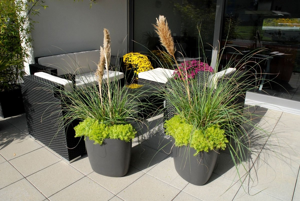 10 Nice Flower Pot Ideas For Patio lovely patio pots and planters qwrcv mauriciohm 2020