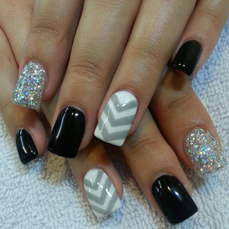 10 Wonderful Black And White Nail Ideas