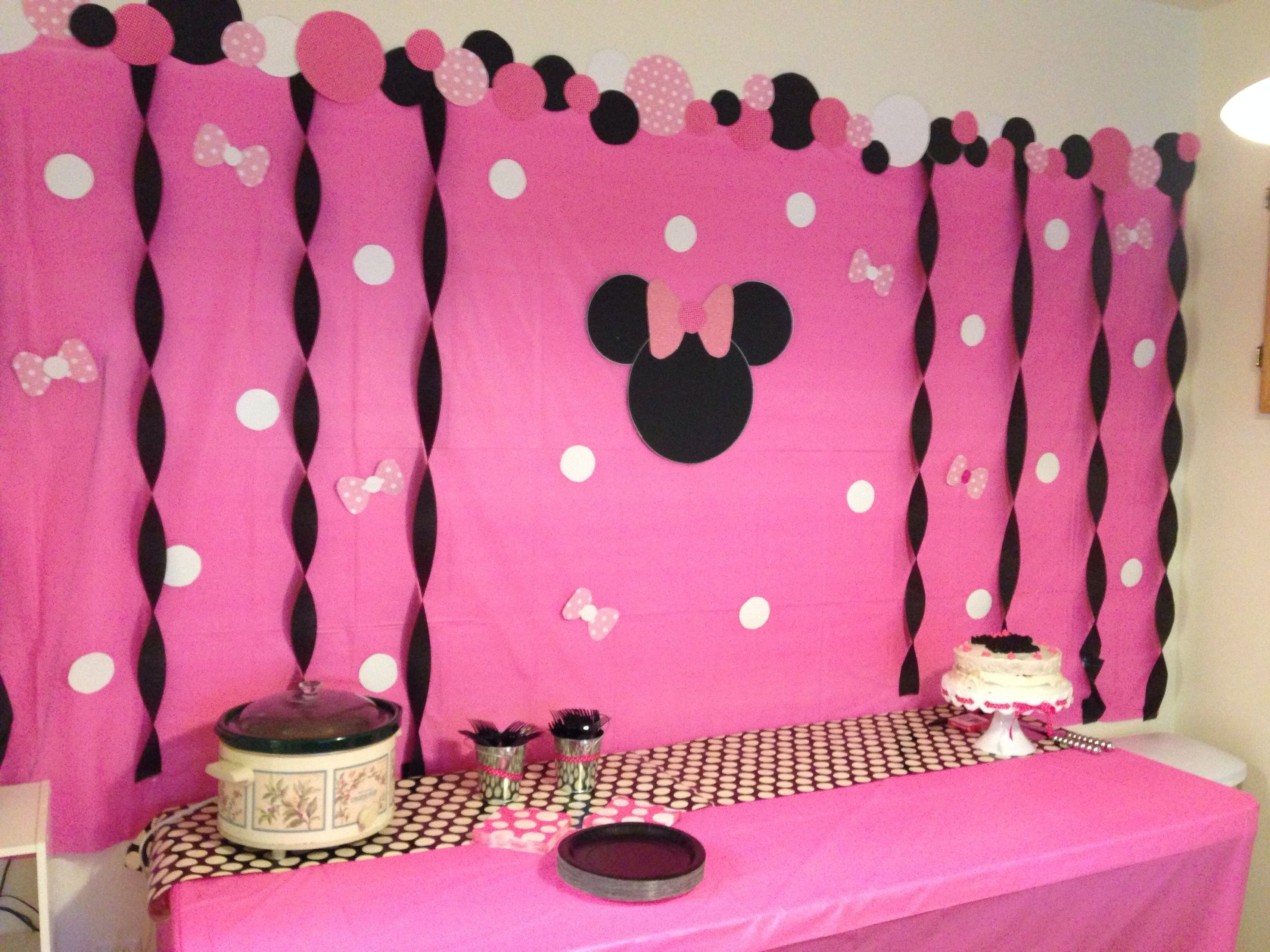10 Ideal Minnie Mouse Party Ideas Pinterest madisons minnie mouse birthday party diy backdrop look what i 4