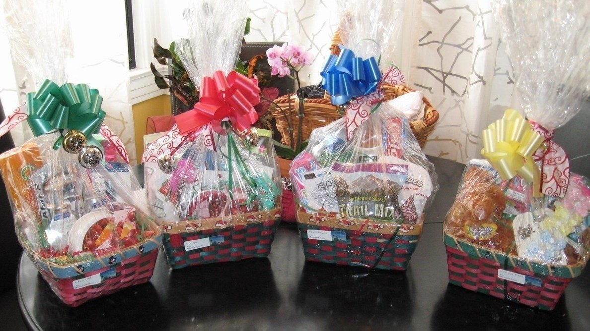 10 Great Homemade Holiday Gift Basket Ideas majestic tis season gourmet holiday gift basket tidings with small