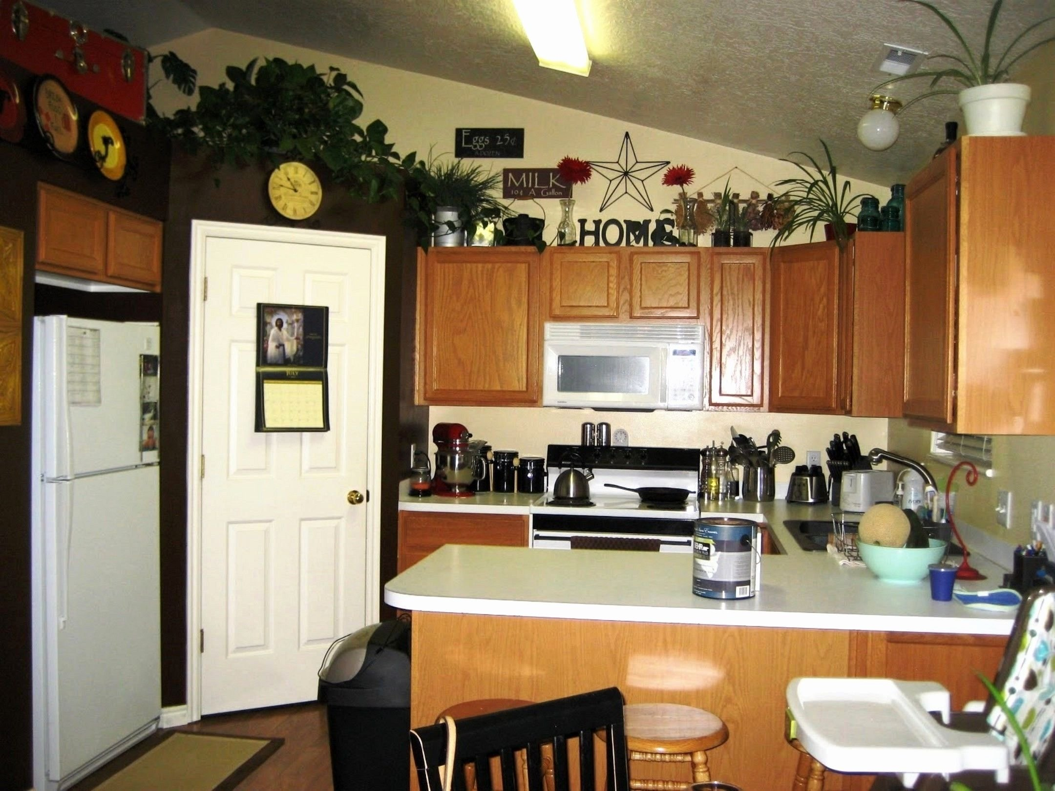 10 Fabulous Ideas For Above Kitchen Cabinets marvelous kitchen decorating ideas above cabinets of popular and 2020