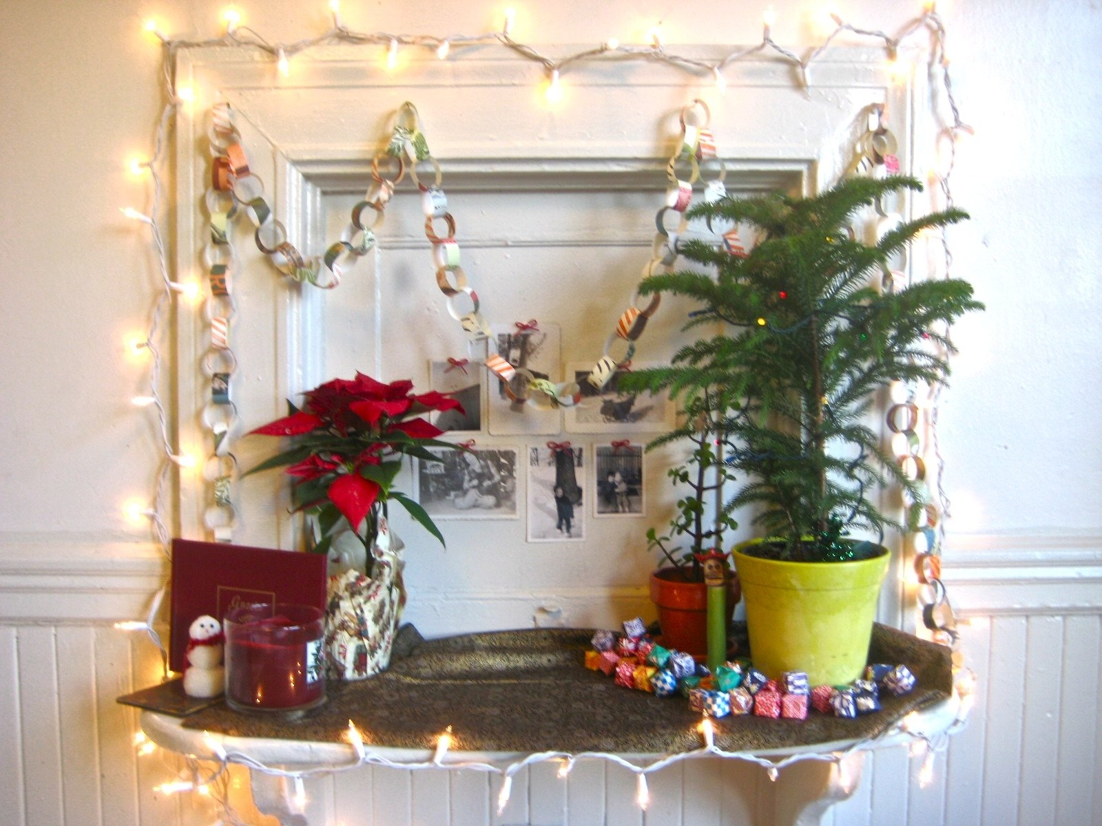 10 Amazing Christmas Tree Ideas For Small Spaces merry christmas decorating small spaces artsycraftsy christmas tree 2020