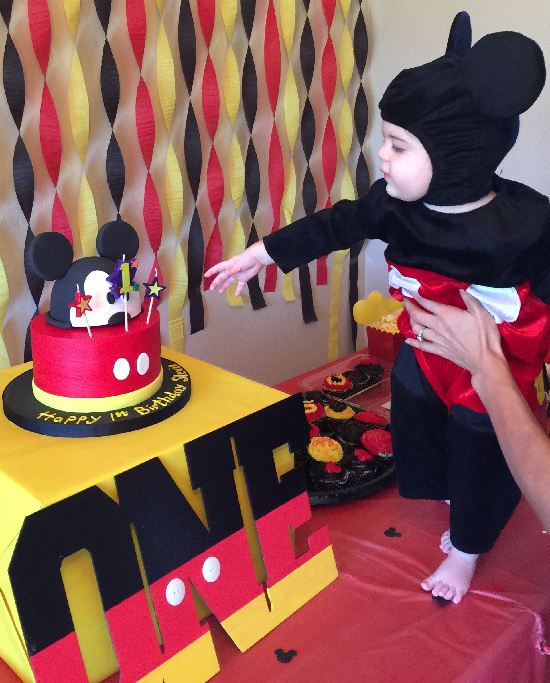 10 Famous Mickey Mouse First Birthday Party Ideas mickey mouse birthday theme first birthday party mickey mouse cake 4