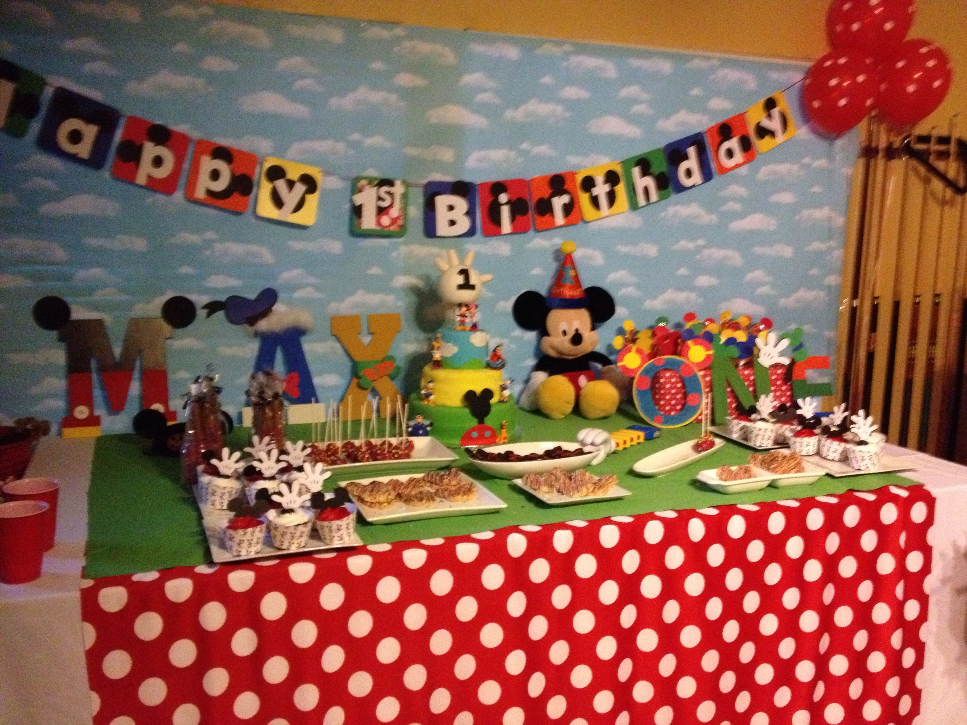 10 Gorgeous Mickey Mouse Clubhouse 1St Birthday Party Ideas Club House Cake Table