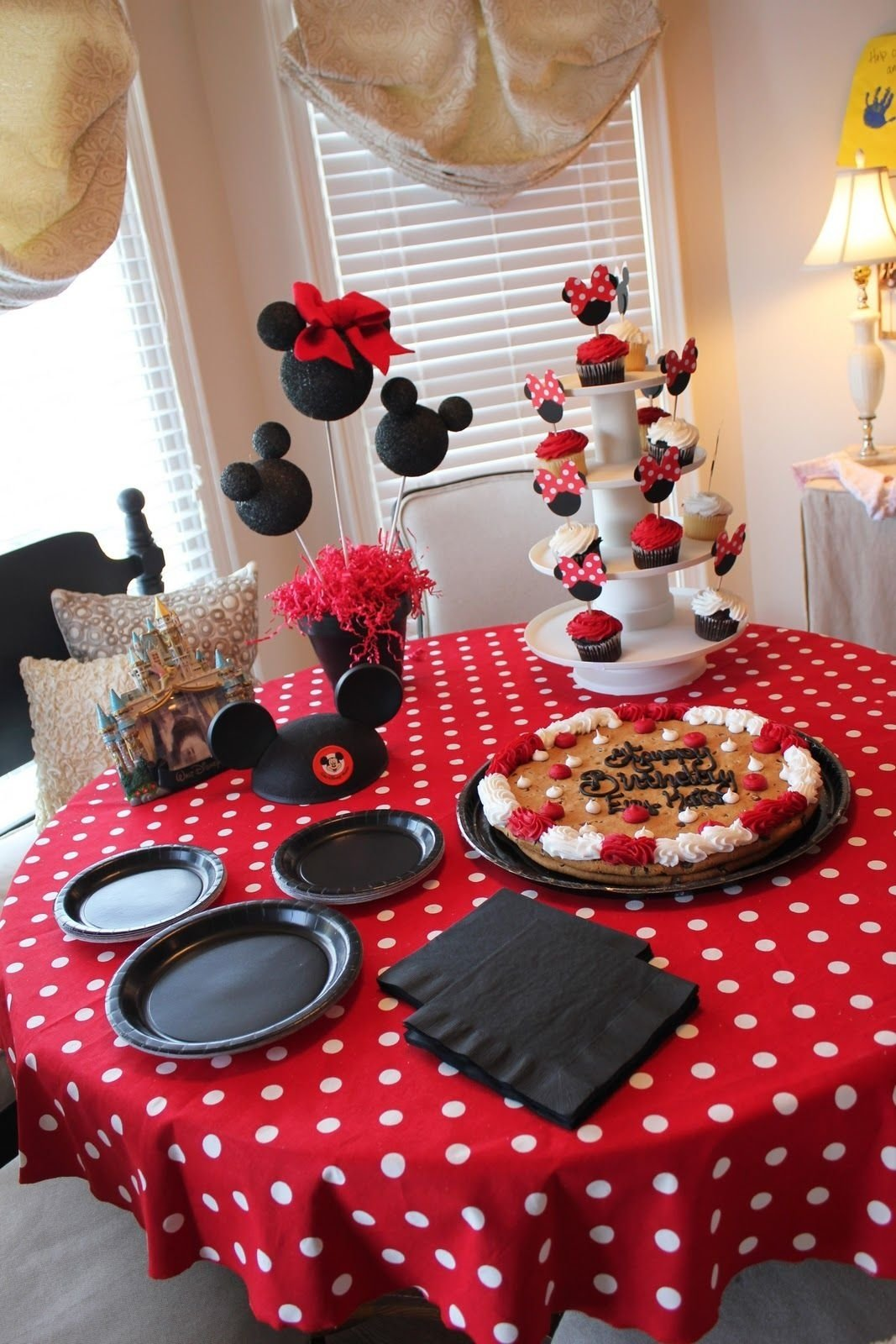 10 Trendy Minnie Mouse Table Decorations Ideas mickey mouse party cupcakes and decor i love it party ideas 1 2020