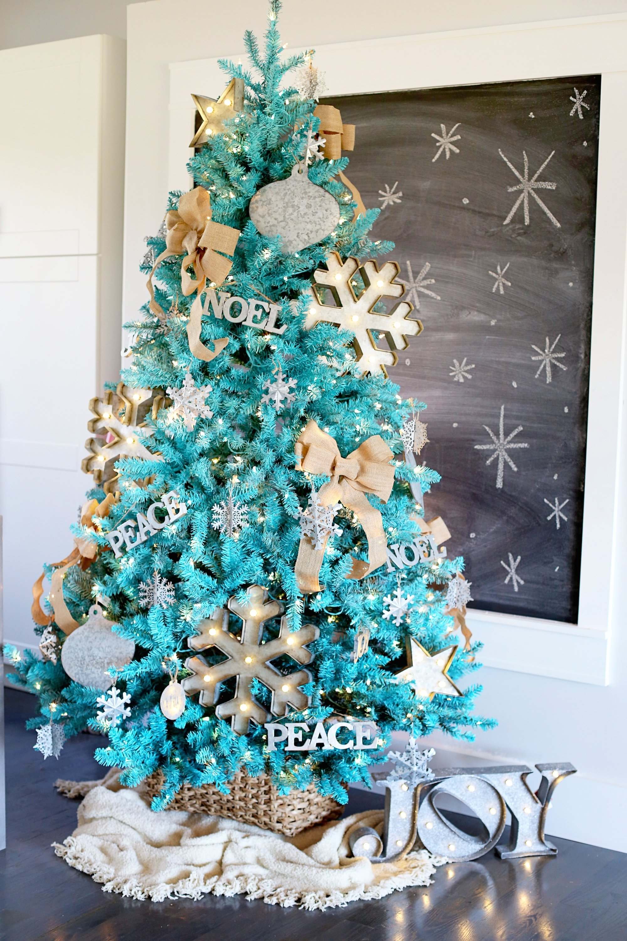 10 Perfect Modern Christmas Tree Decorating Ideas modern christmas tree decor furniture design modern christmas tree 2020