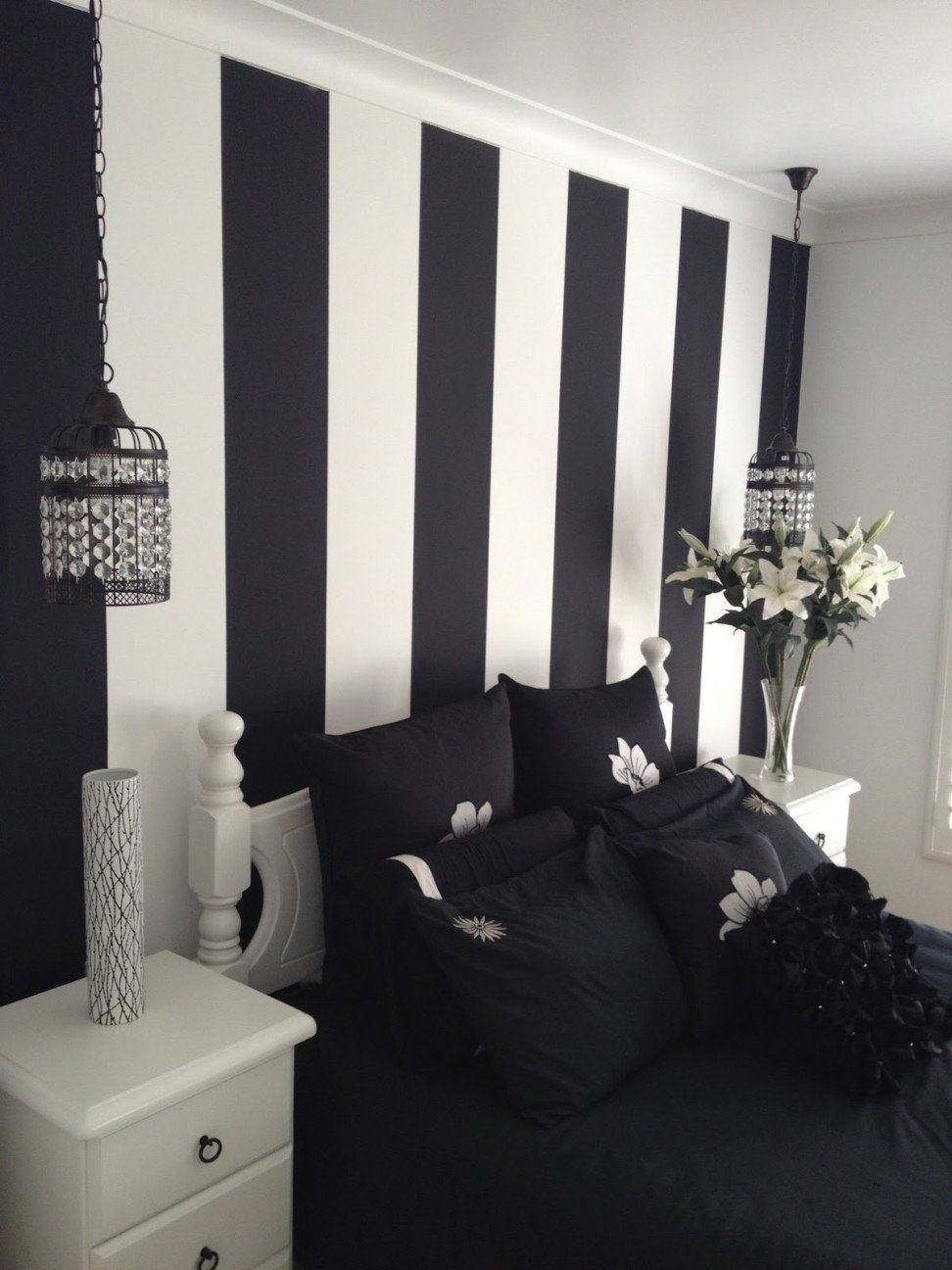 10 Ideal Black And White Painting Ideas modern elegant design of the balck and white painting that has white 2020