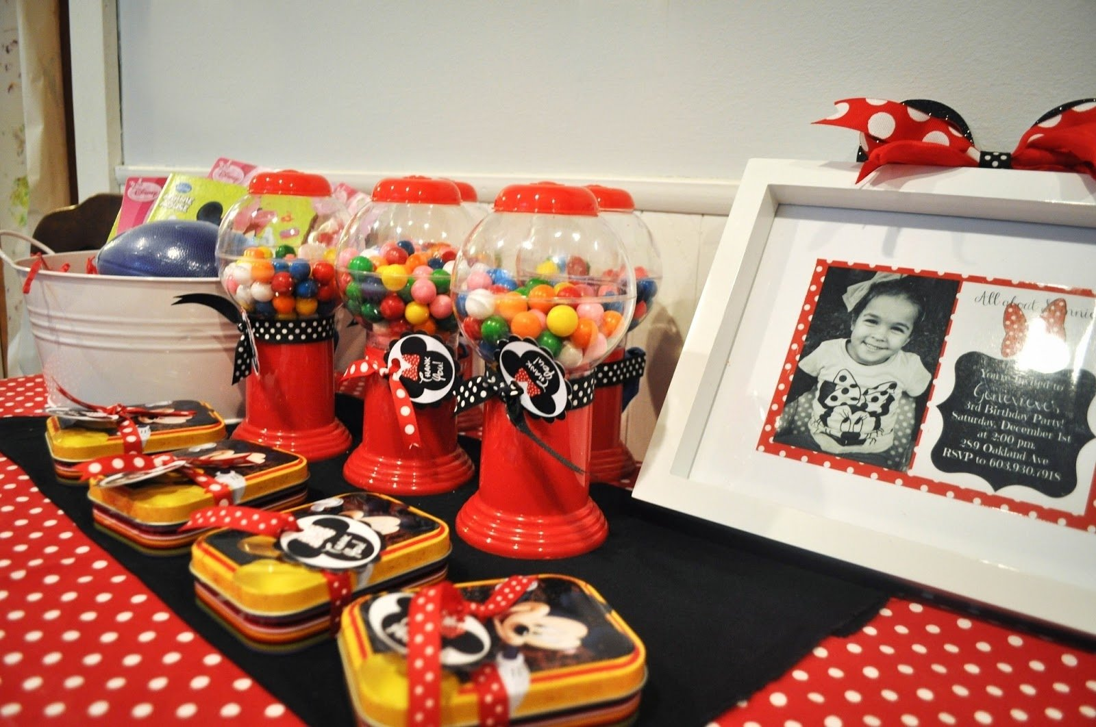 modern minnie mouse party: decor + favors. - pretty real