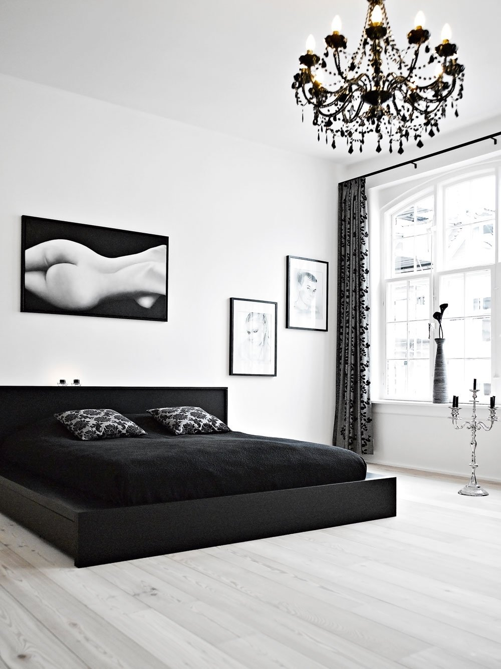 10 Awesome Black And White Room Ideas monochrome black and white bedroom furniture womenmisbehavin 1