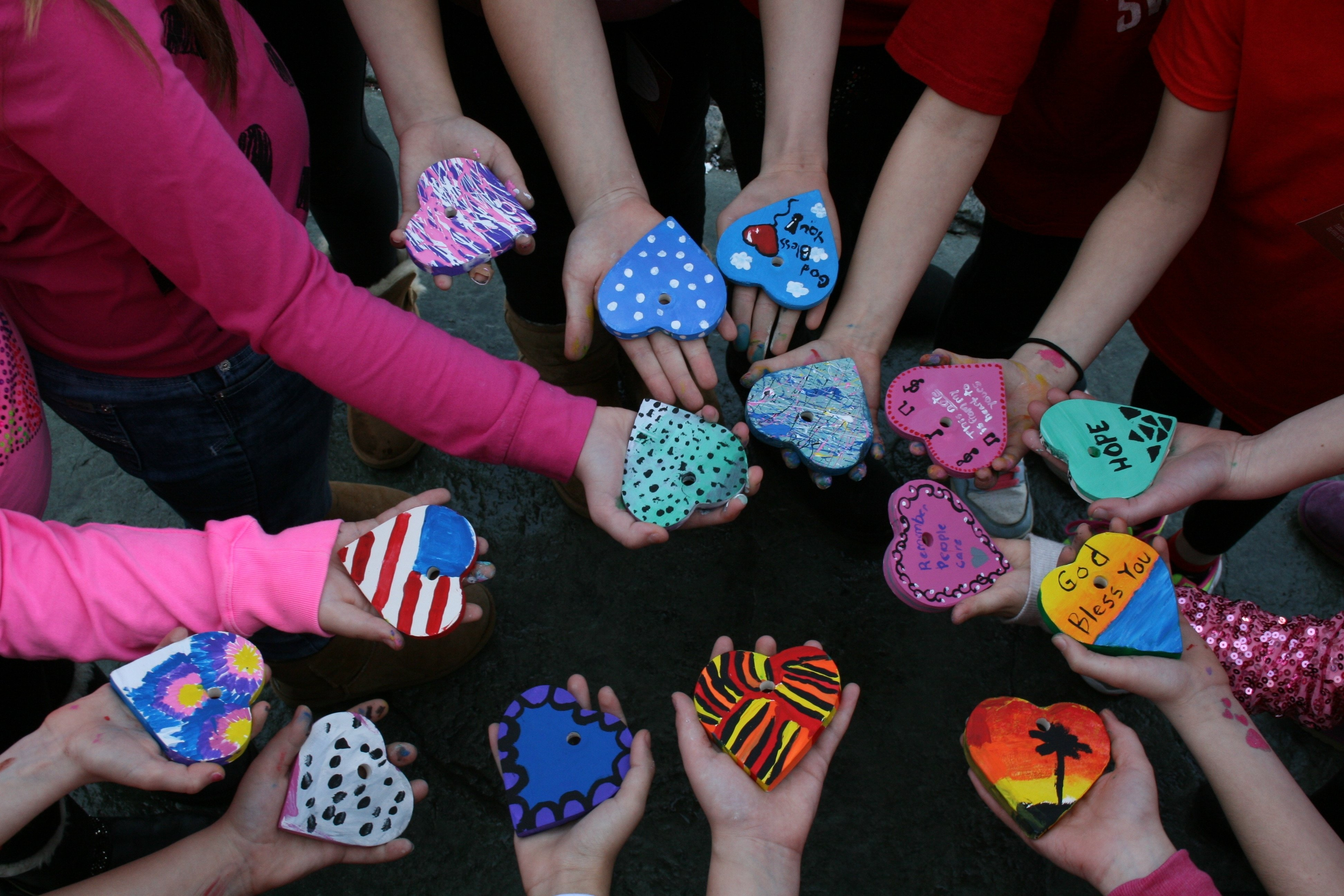 montville girl scouts 'pay it forward' with hearts of hope project