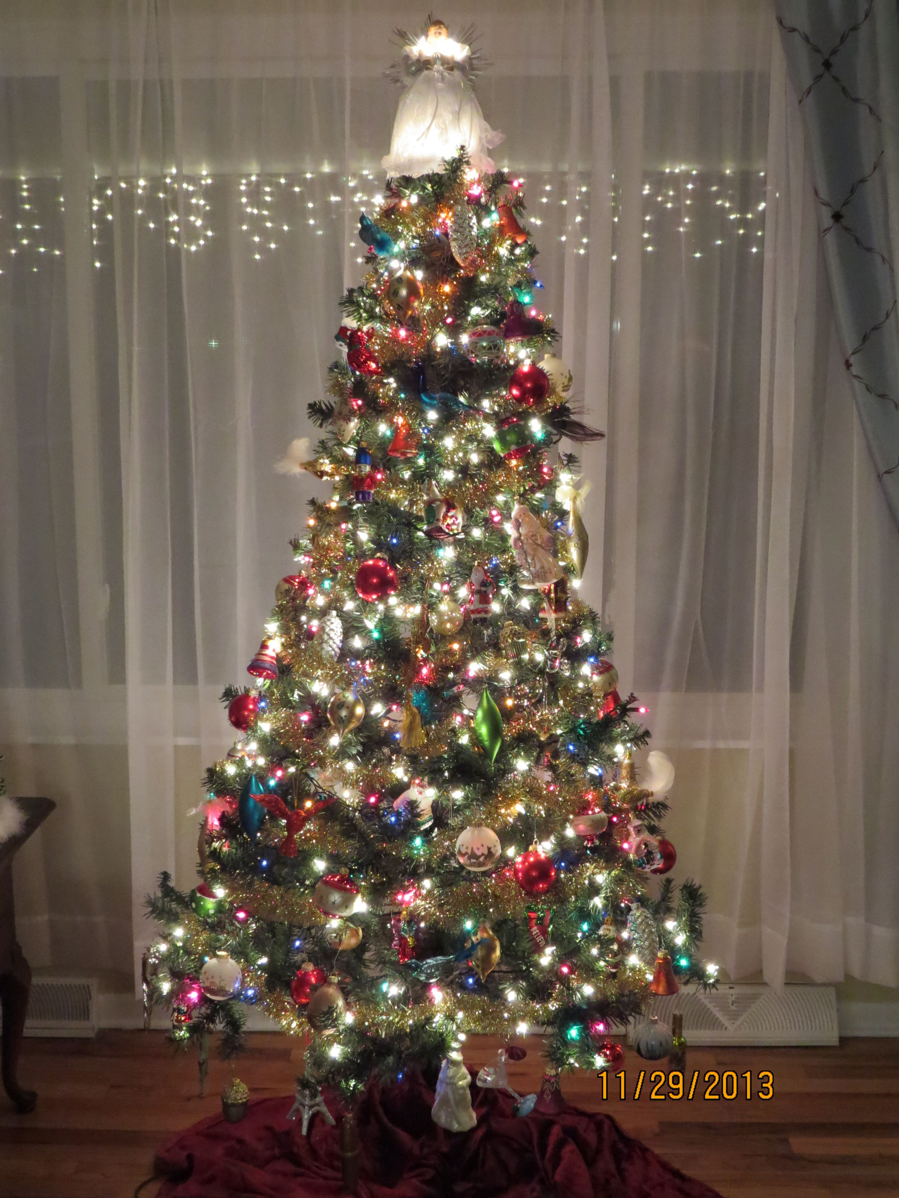 10 Elegant Christmas Tree Decorating Ideas With Multi Colored Lights multi color lights on christmas tree with colorful glass ornaments 2021