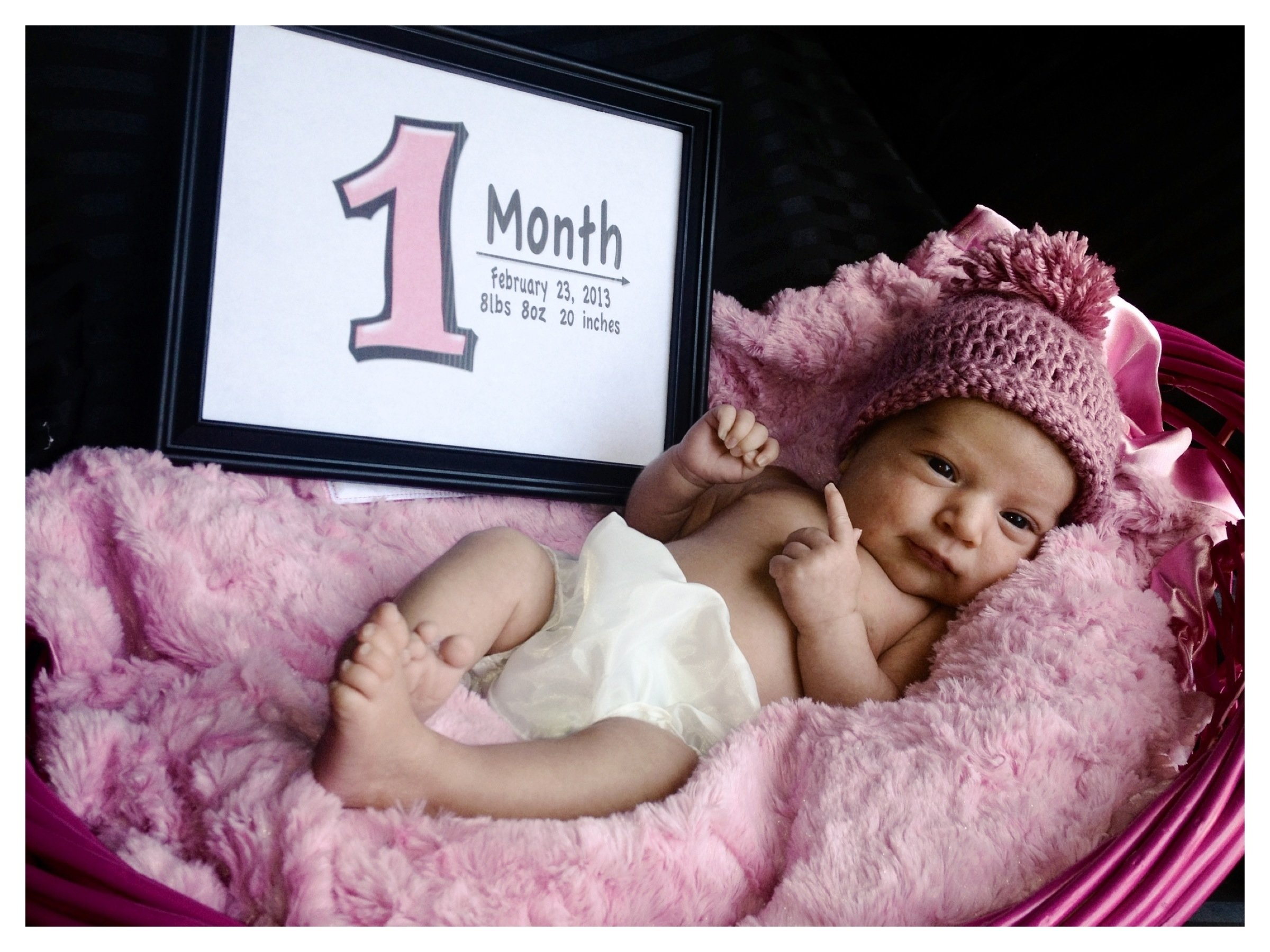 10 Unique 1 Month Baby Picture Ideas my baby girl 1 month old i put the current date weight length 1 2021
