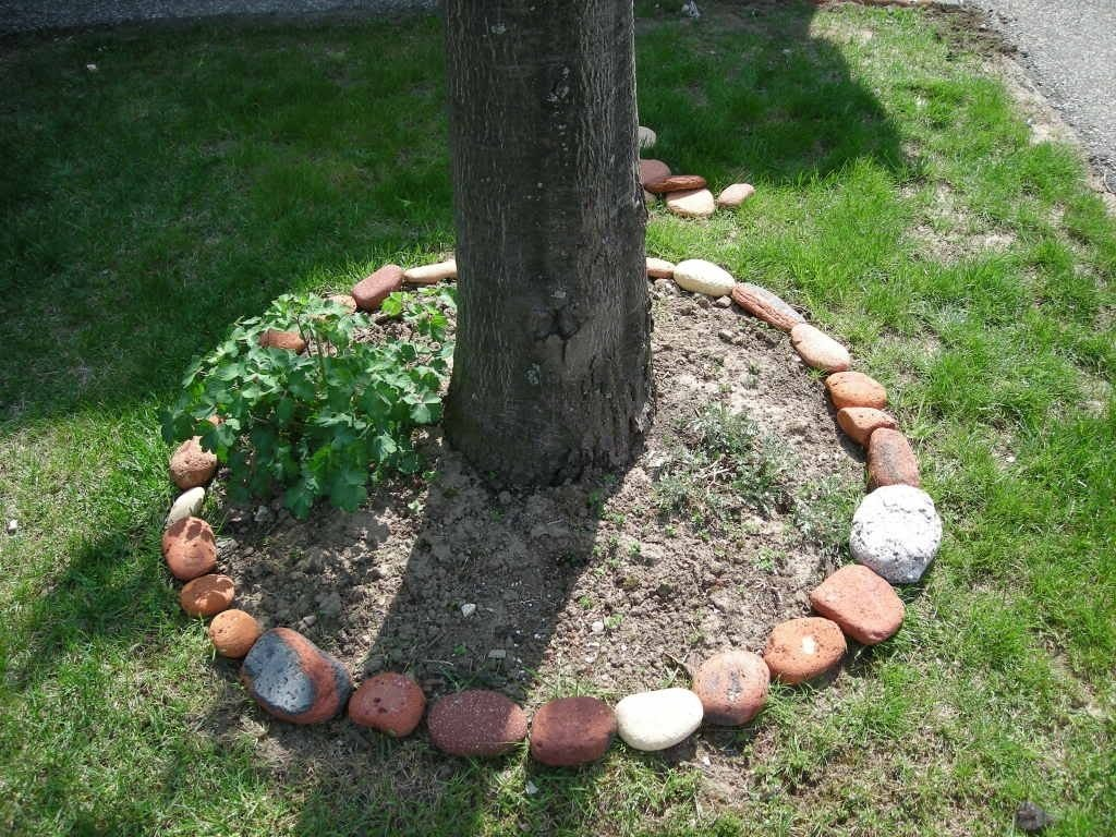 10 Lovable Cheap Flower Bed Edging Ideas narutal stone flower bed border ideas 2636 latest decoration ideas 2021