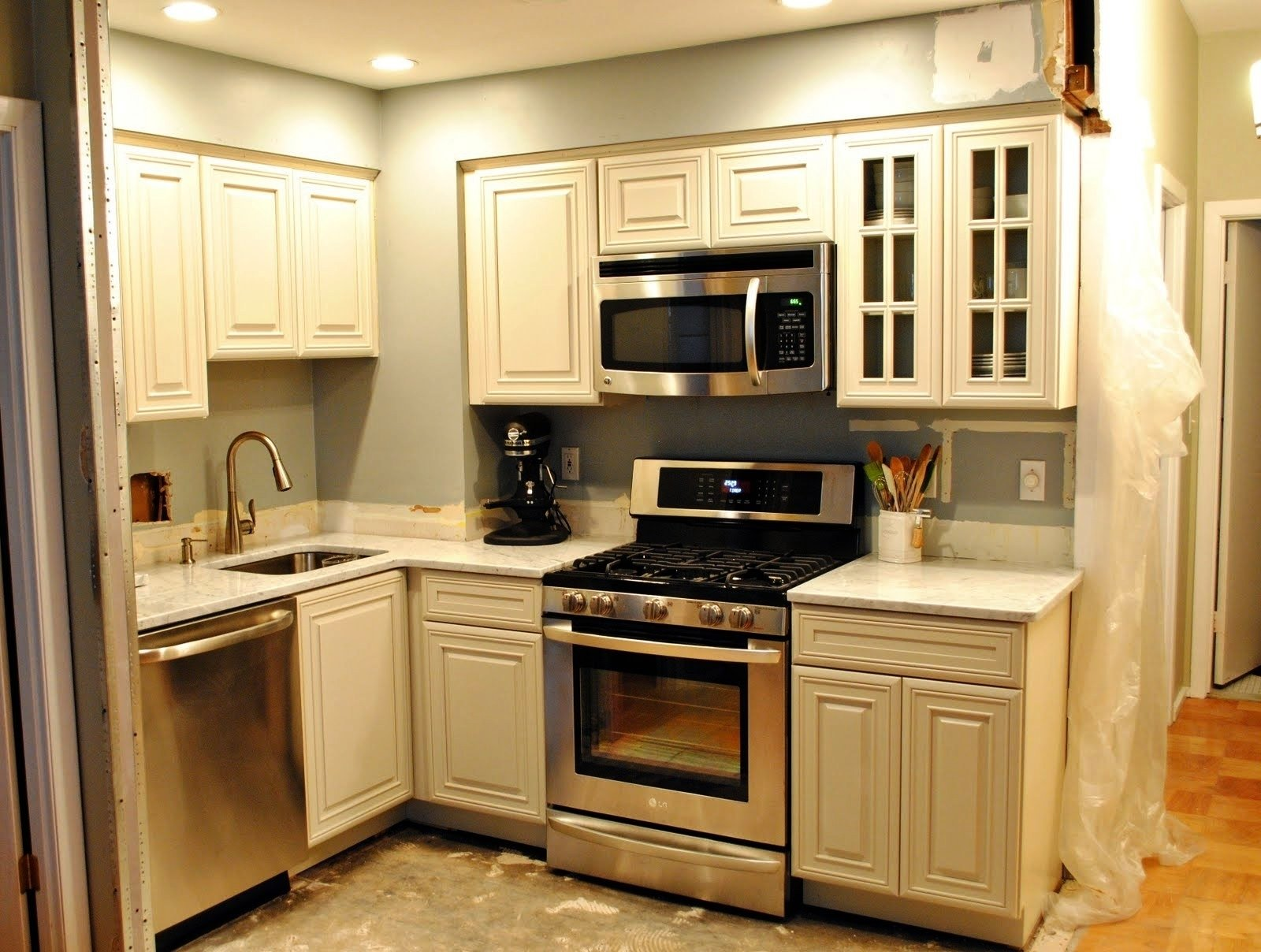 10 Stylish Cabinet Ideas For Small Kitchens new 2017 kitchen cabinet ideas for small kitchens kutskokitchen