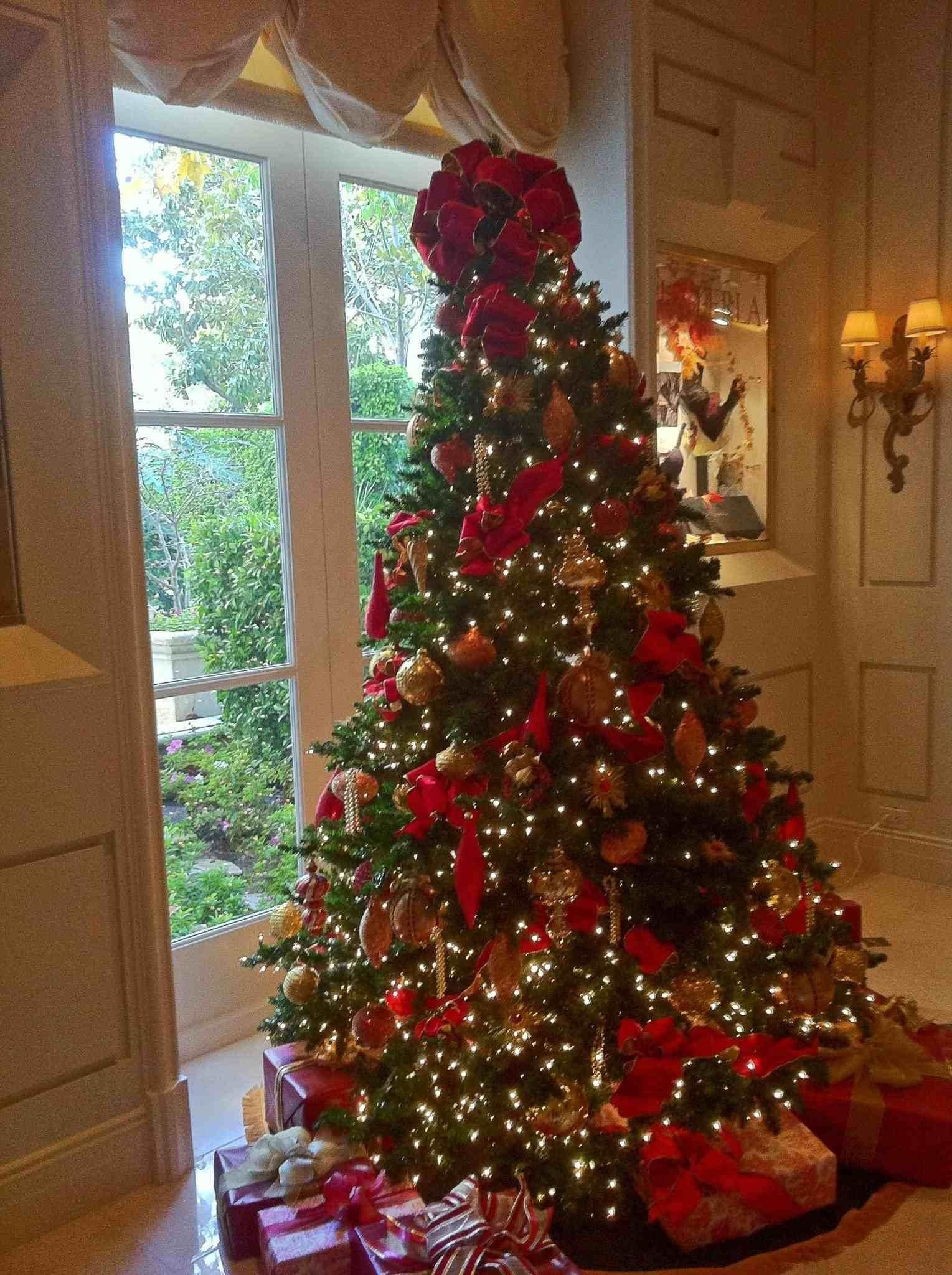 White And Red Christmas Tree Decorating Ideas
