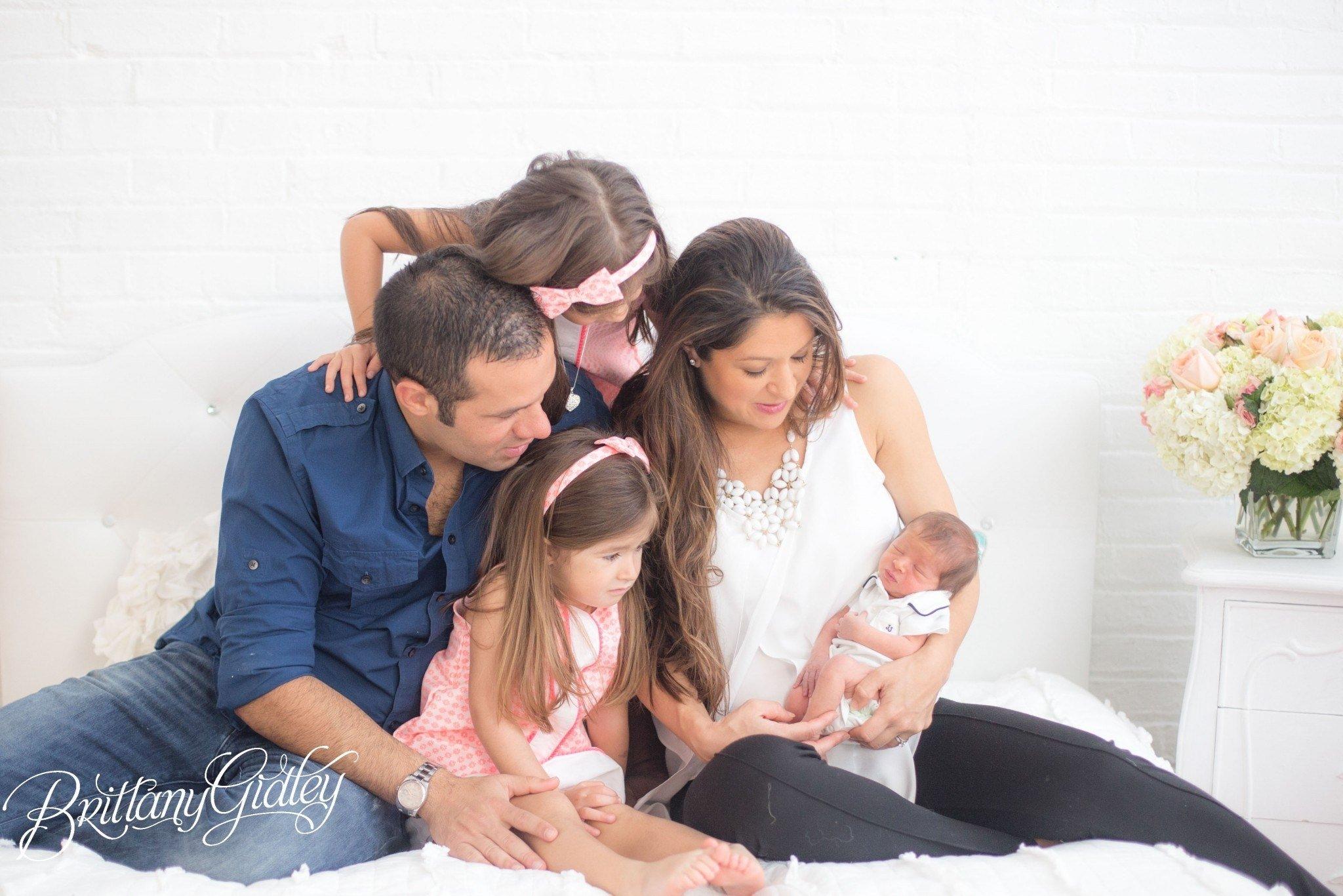 10 Stylish Newborn Photo Ideas With Siblings newborn baby photography introducing leo