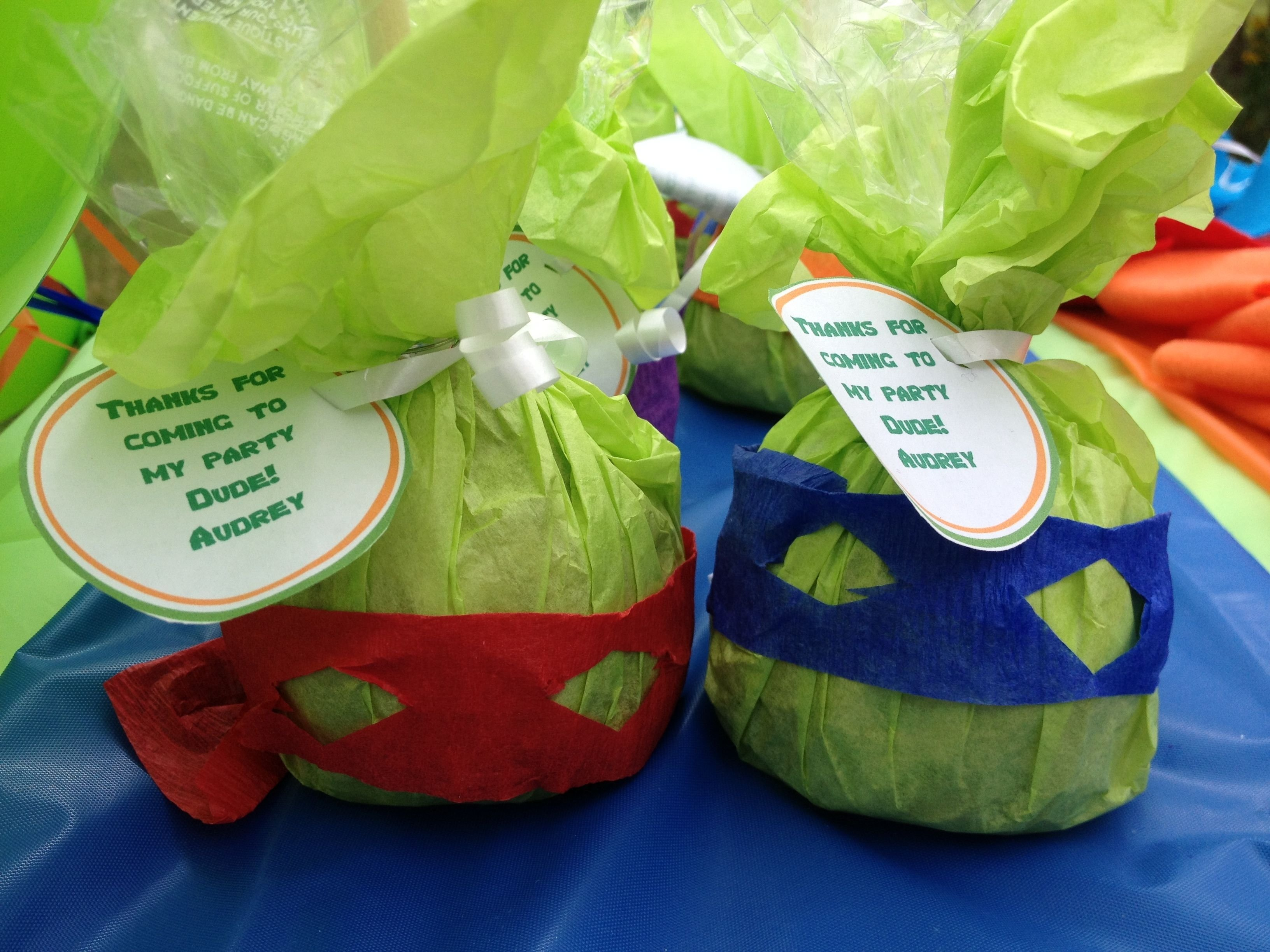 10 Awesome Teenage Mutant Ninja Turtles Party Favor Ideas ninja turtle candy apple favors things i did pinterest candy