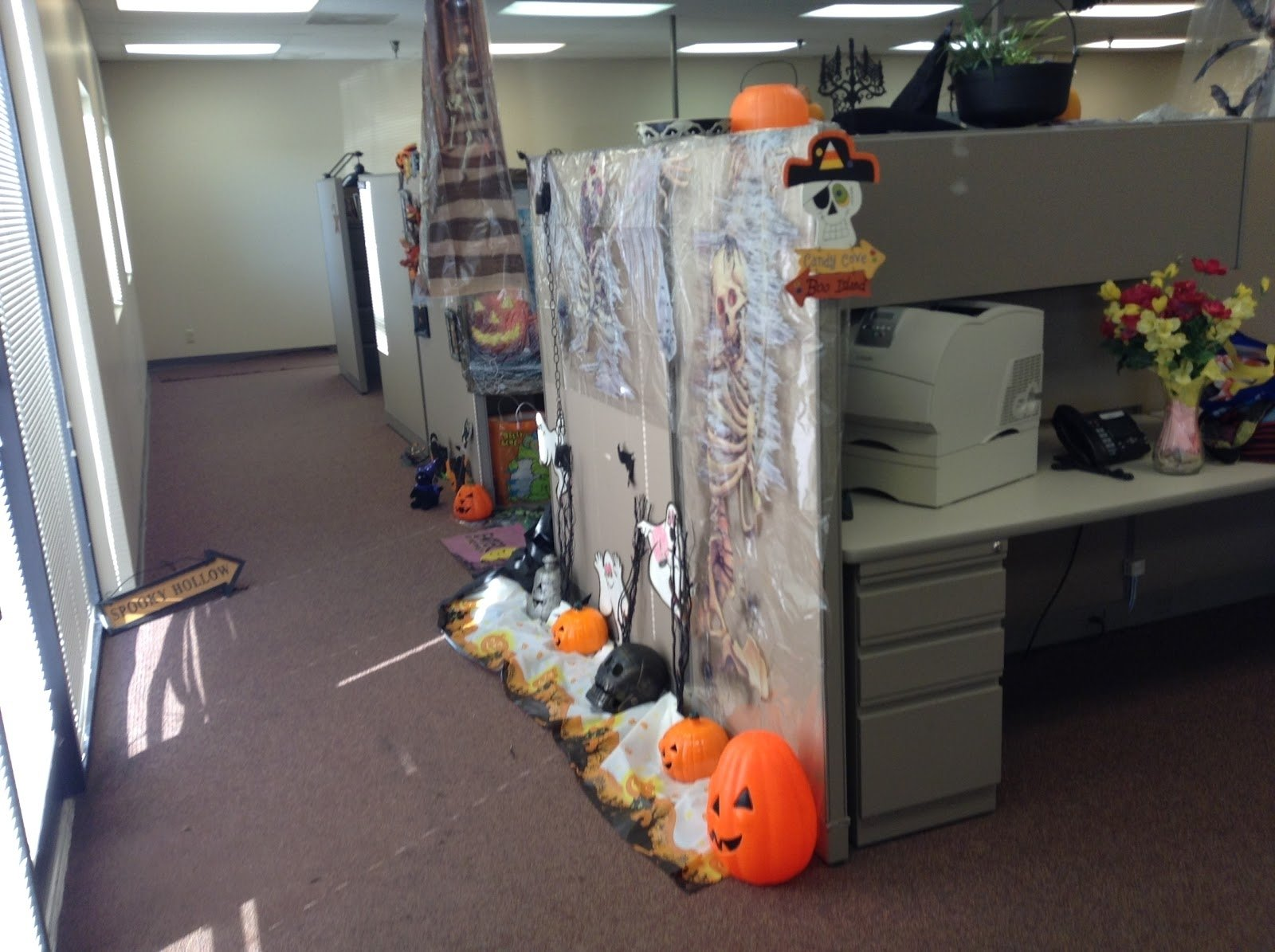 10 Pretty Halloween Ideas For The Office office halloween costume ideas spooky decorating tierra este 82629 1 2020