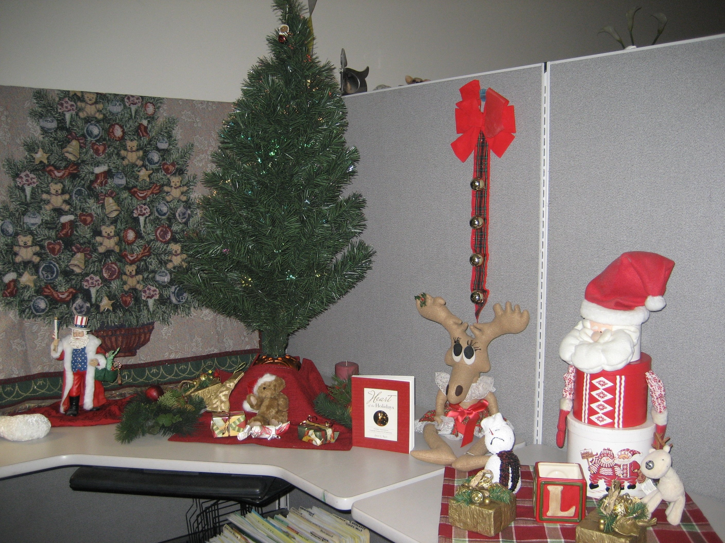 10 Spectacular Office Decorating Ideas For Christmas office workstation design ideas for office decoration themes 1 2021