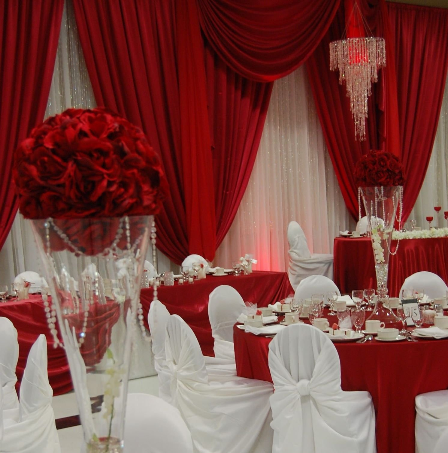 10 Spectacular Red And White Wedding Ideas oh my never been a fan of red and white weddings but this one looks 2020