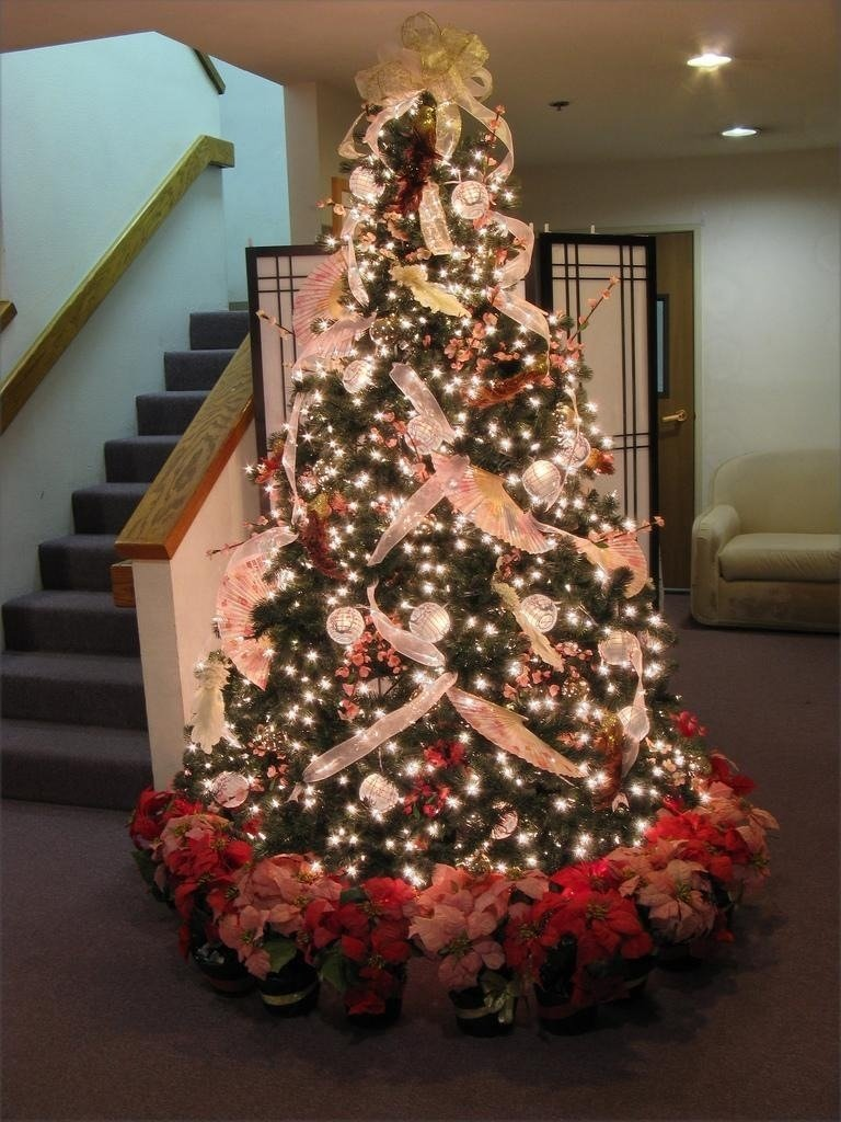 10 Lovely Ribbon On Christmas Tree Decorating Ideas others festive christmas tree trimming and decorating ideas to 2020