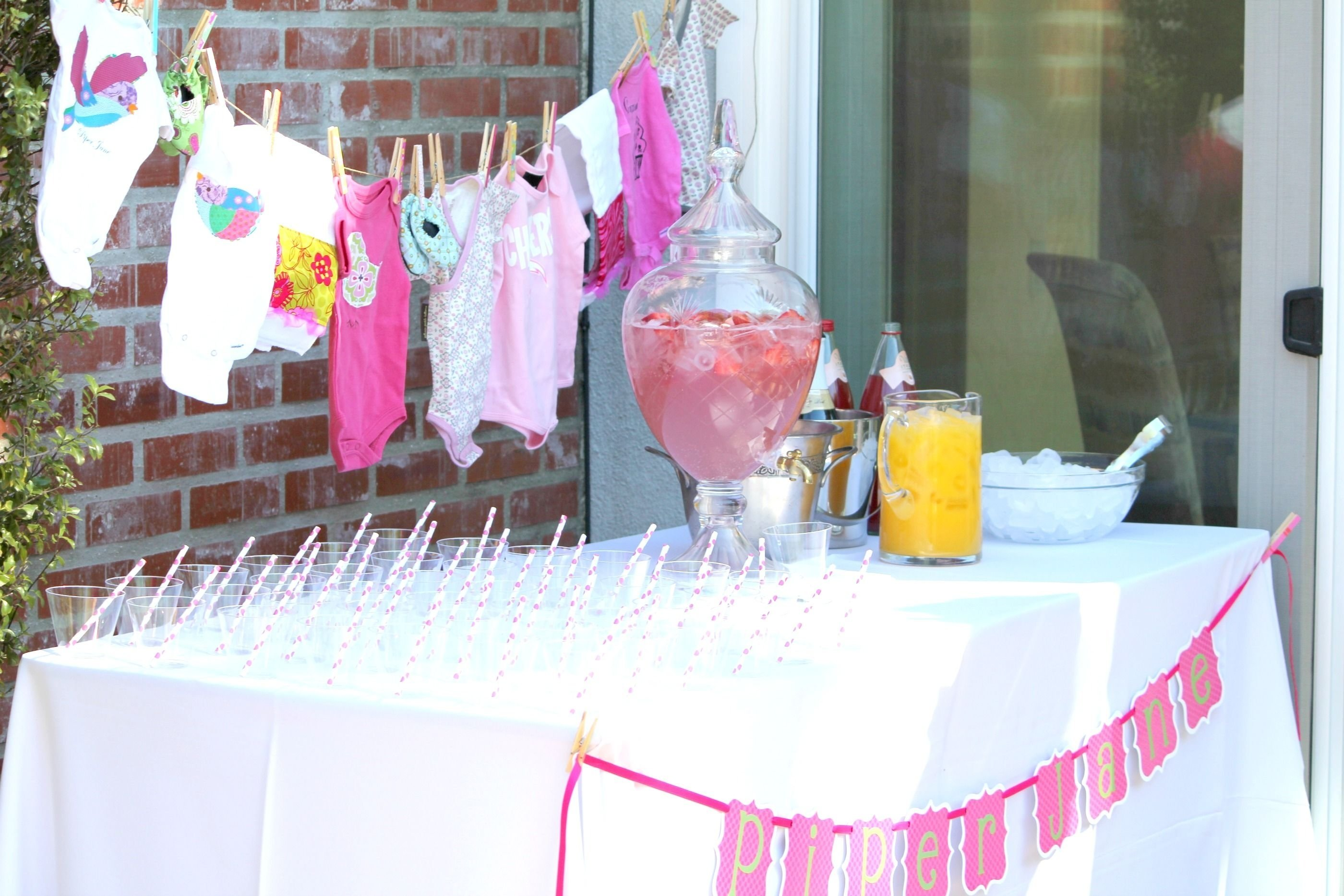 10 Attractive Decorating Ideas For Baby Shower outdoor baby shower decorating ideas baby shower table decorations 3