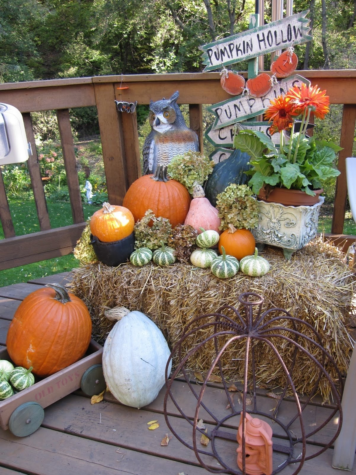 10 Awesome Fall Decorating Ideas For Outside outdoor fall decorating ideas fall decorating round bales hay bale 2020
