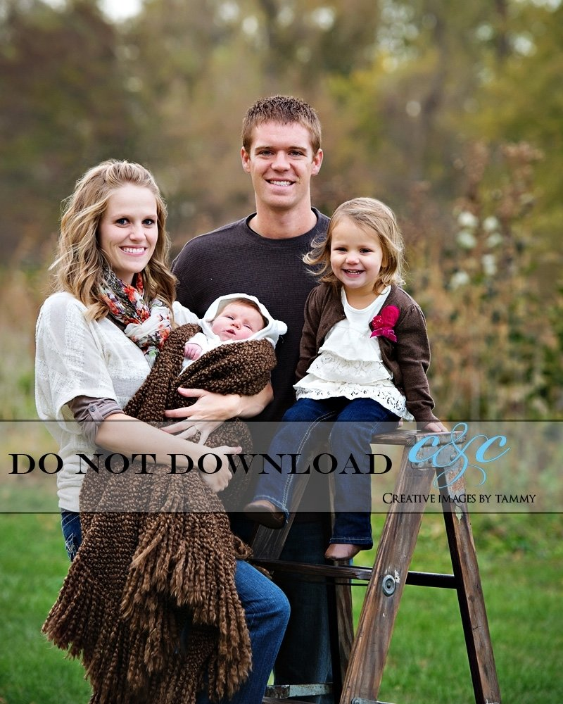 10 Pretty Fall Family Photo Clothing Ideas Outdoor Picture Outfit Designs 8