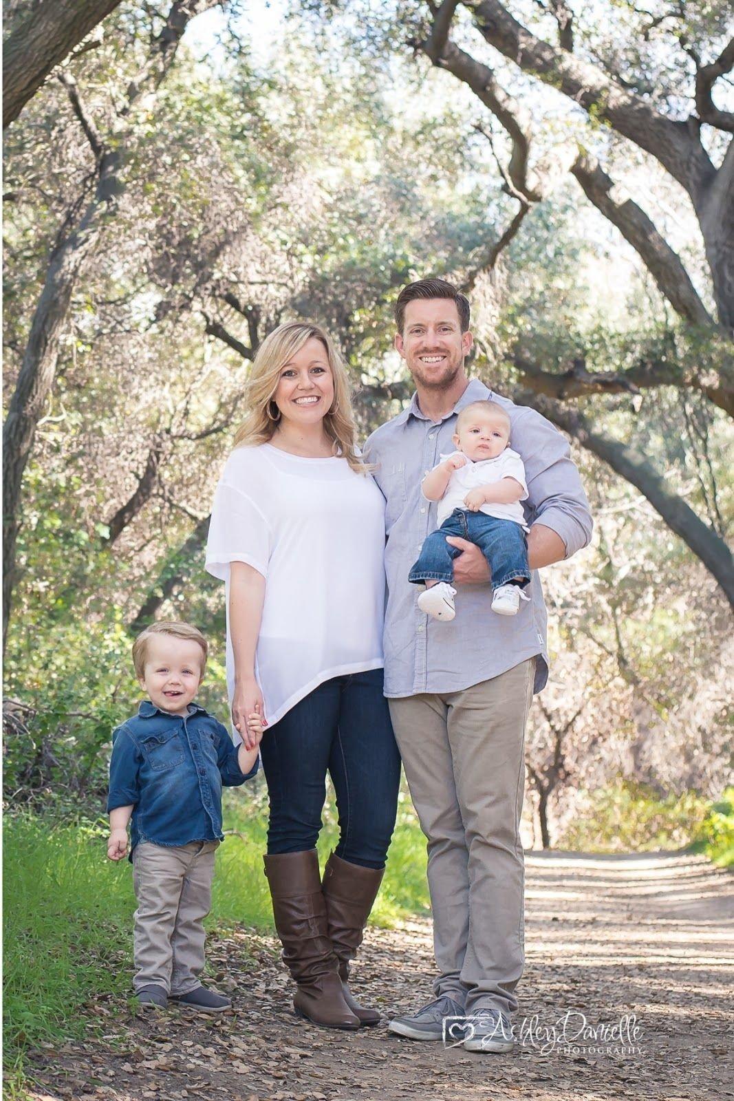 10 Stylish Family Photo Shoot Ideas Outdoors outdoor family photo family of 4 pose family pose with young 1 2021
