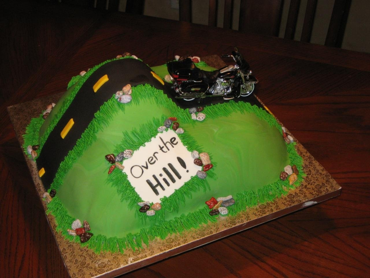 over the hill cakes – decoration ideas | little birthday cakes