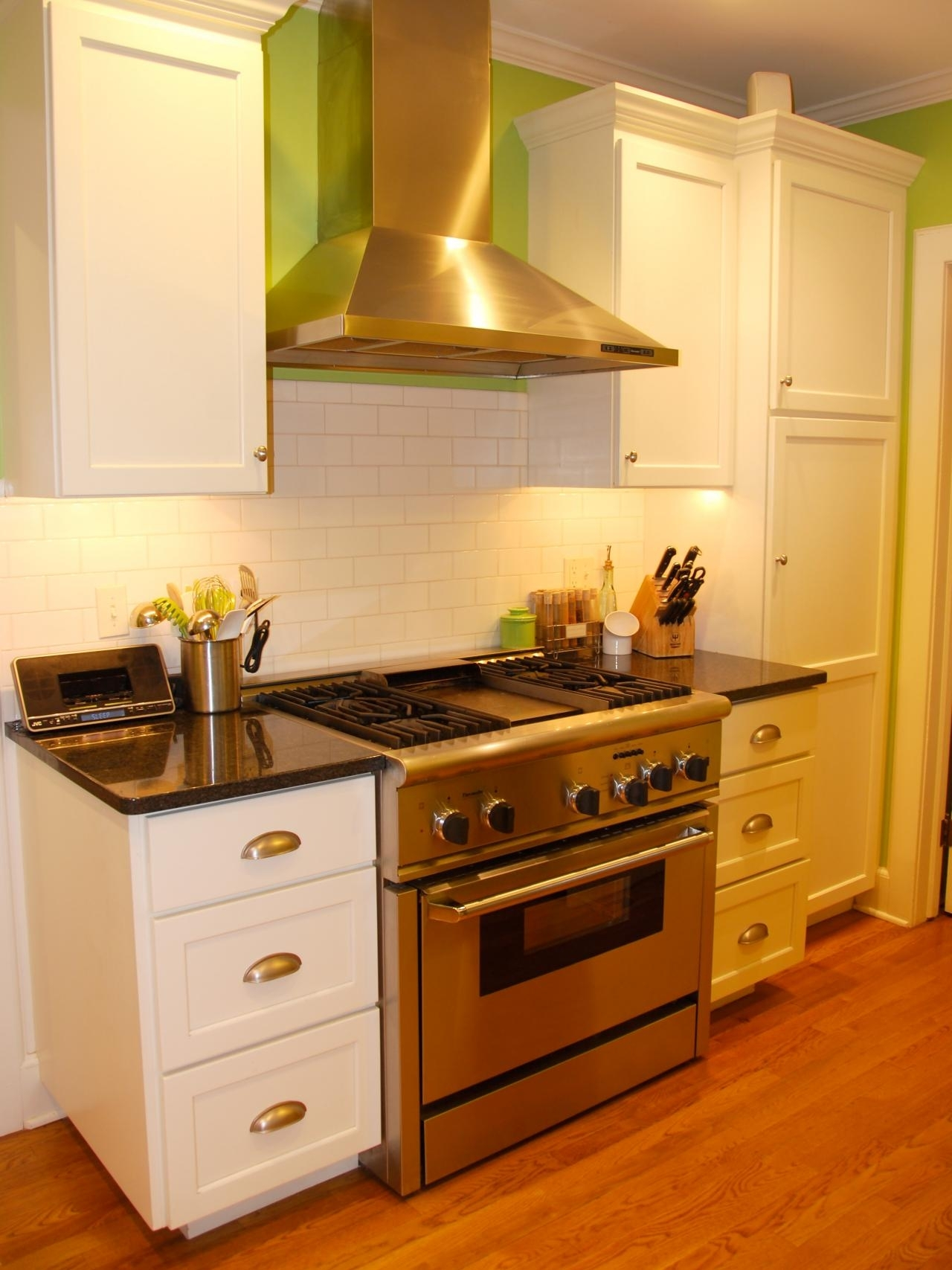 10 Amazing Kitchen Color Ideas For Small Kitchens %name 2021