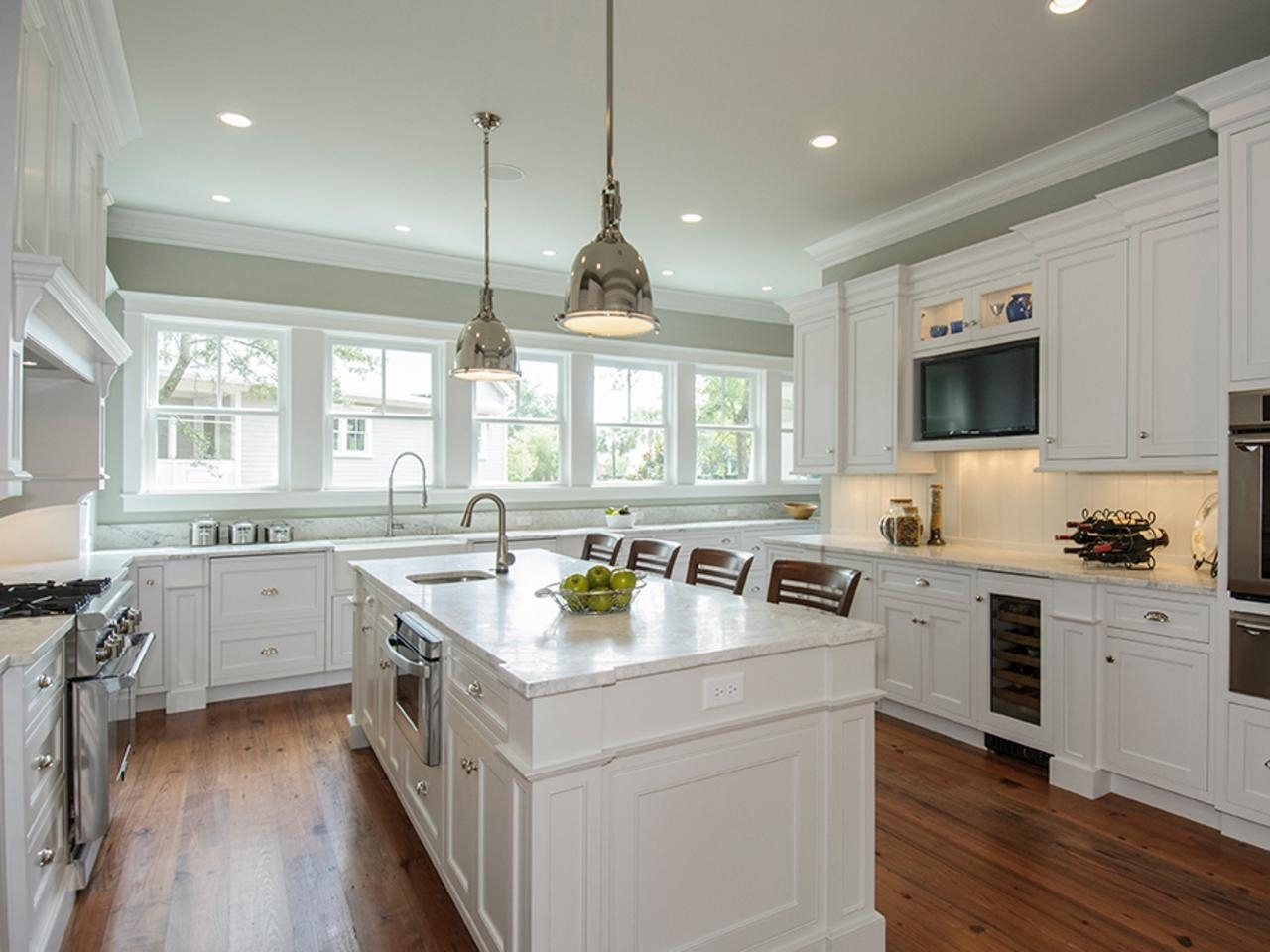10 Pretty Kitchen Paint Ideas With White Cabinets %name 2020