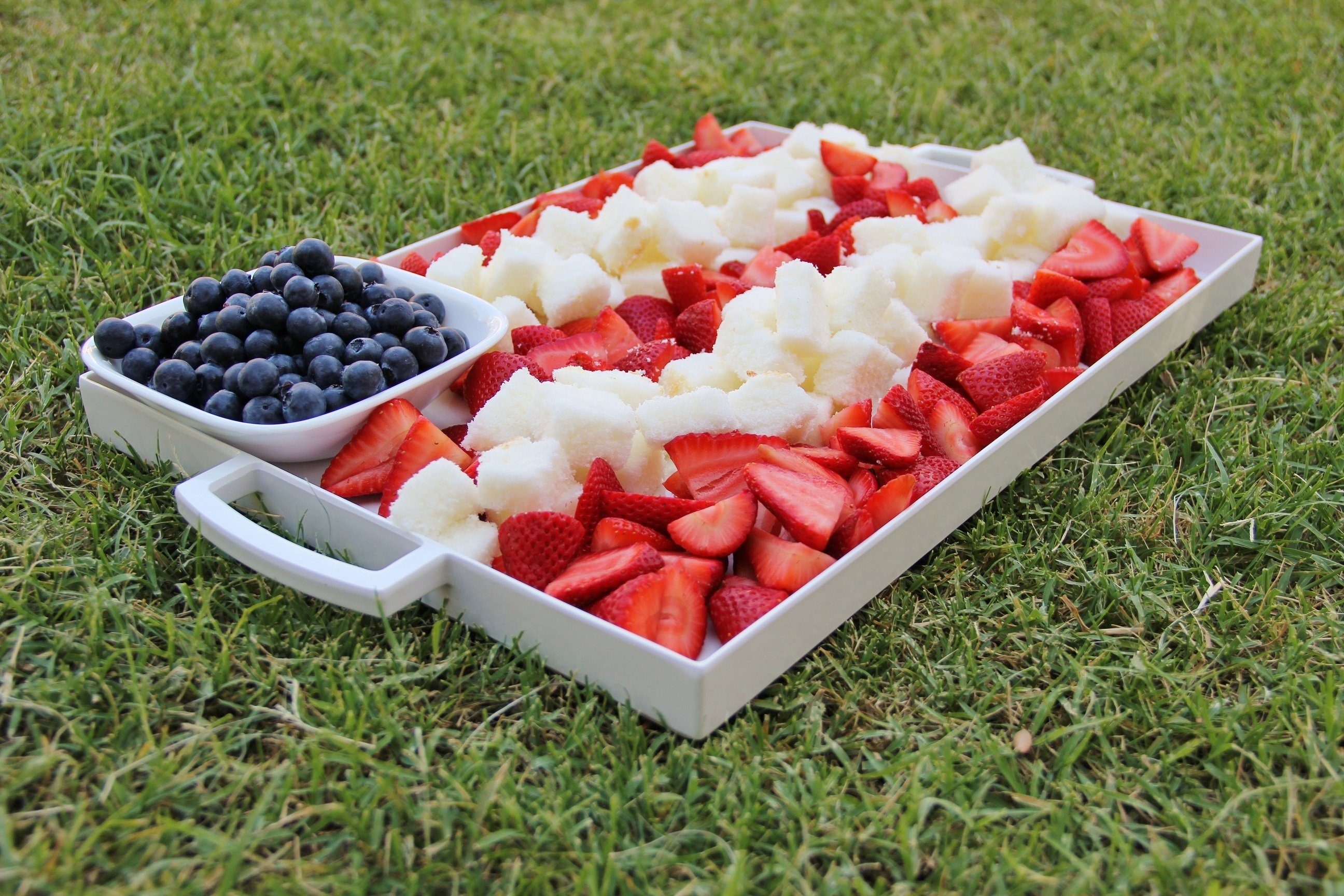 10 Stylish 4Th Of July Baking Ideas patriotic berry cake dessert platter around my family table