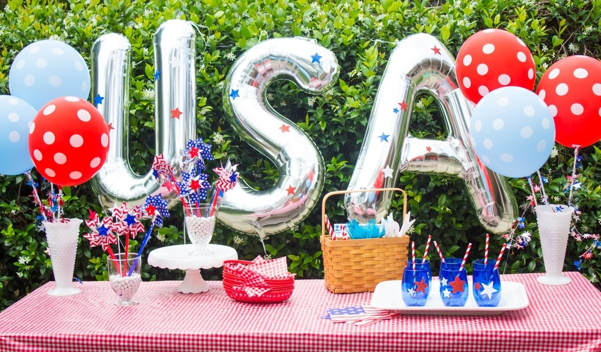 10 Gorgeous Ideas For 4Th Of July Party patriotic pinwheel centerpiece 1