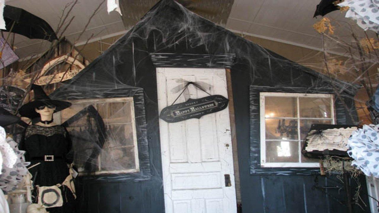 10 Stunning Halloween Haunted House Room Ideas peaceful inspiration ideas halloween haunted house decoration ideas 2021