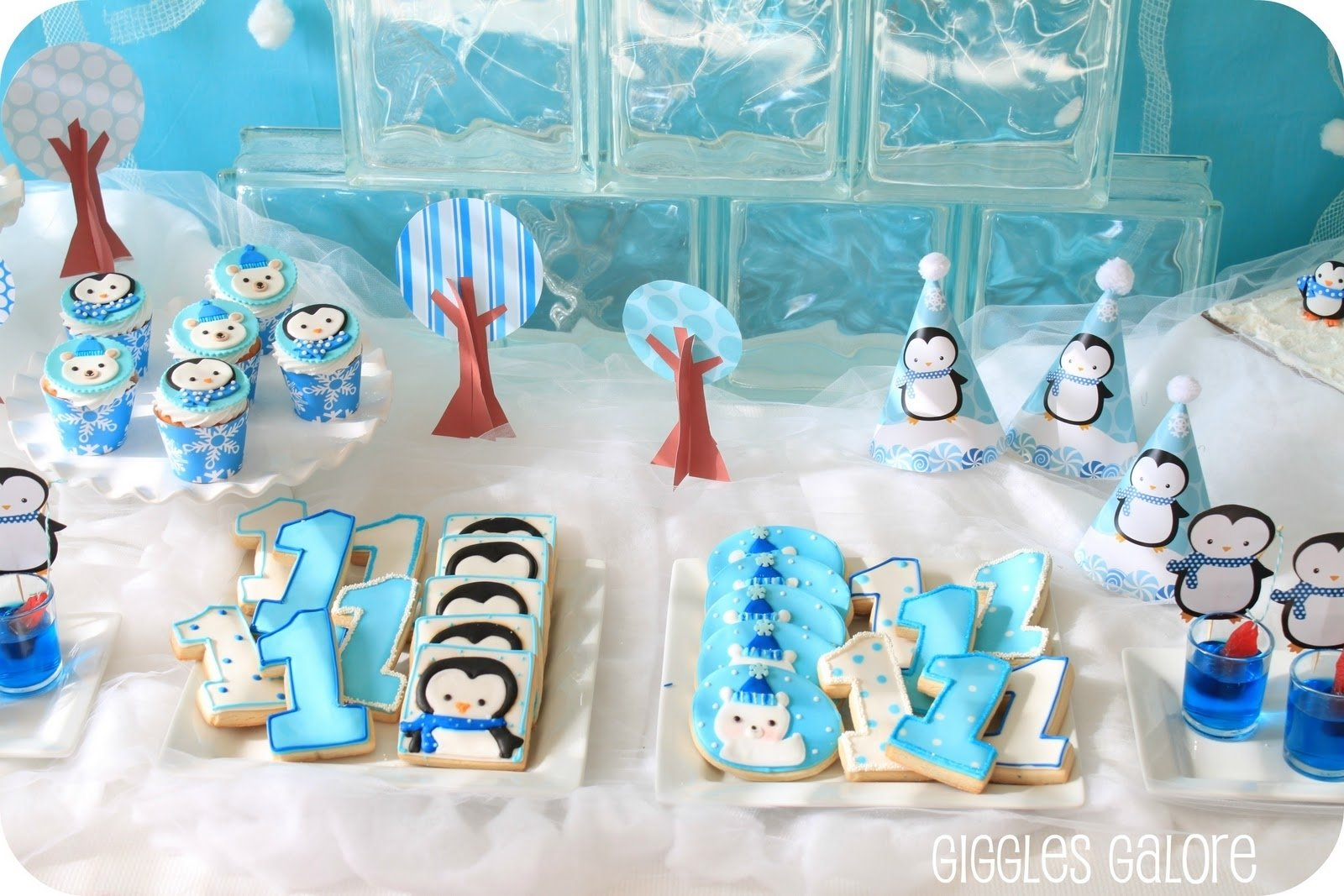 penguins & polar bears winter onederland {birthday party} - giggles