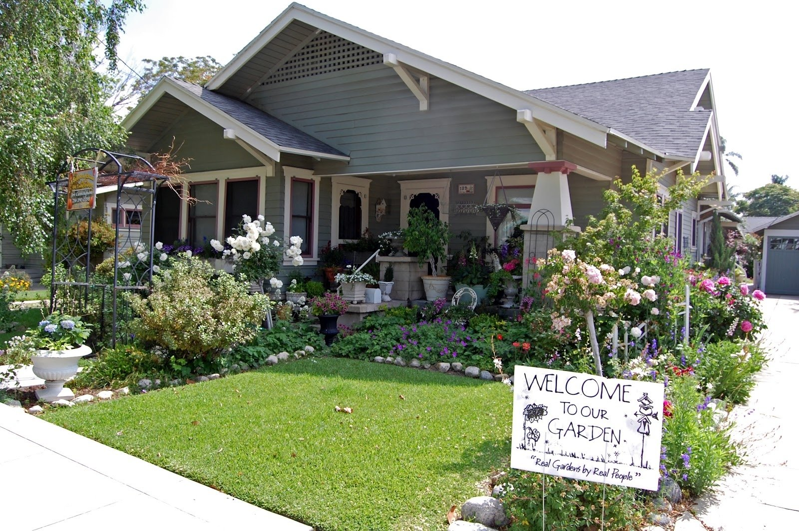 10 Fantastic Cottage Landscaping Ideas For Front Yard perfect simple front yard landscaping ideas amys office