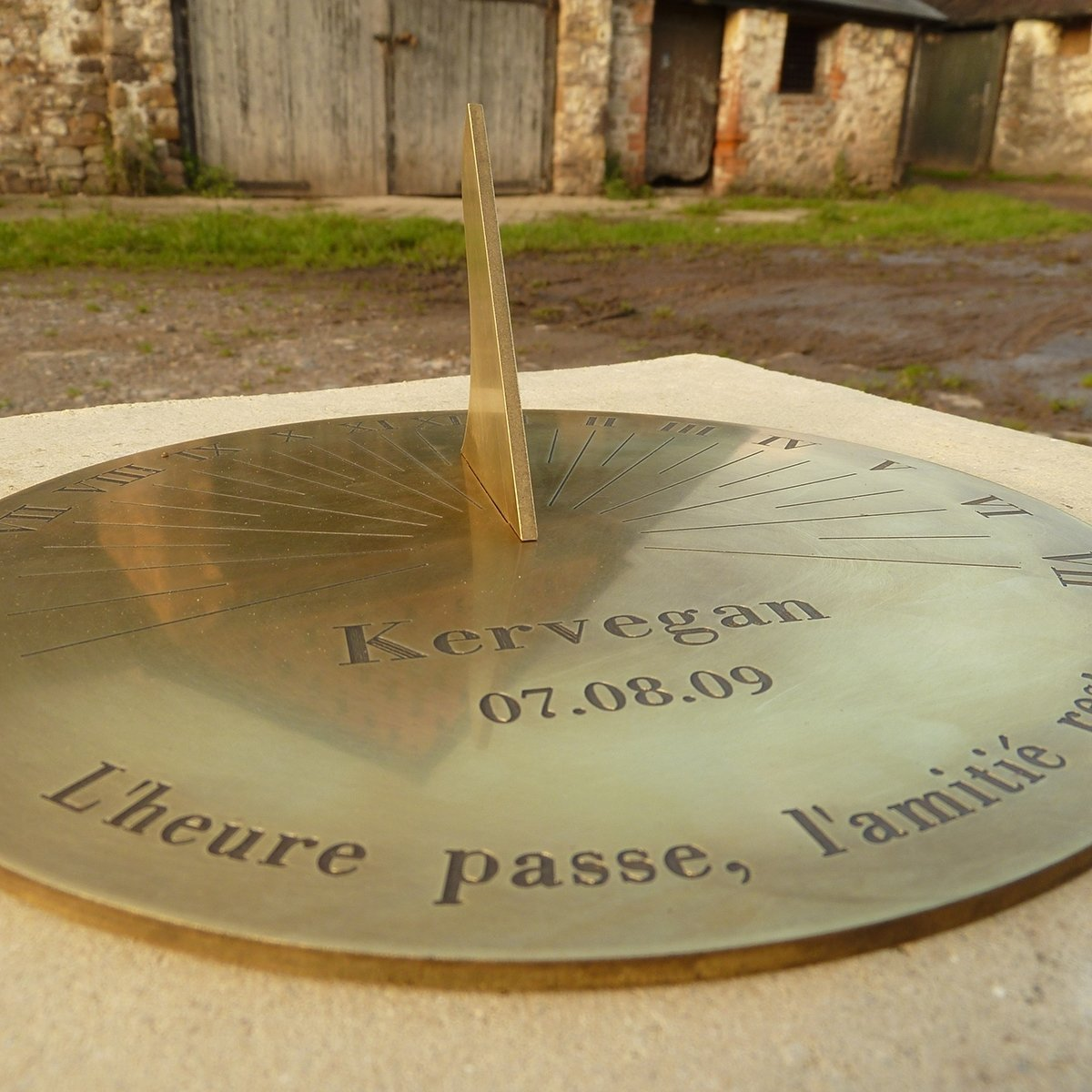 personalised roman brass sundial   gettingpersonal.co.uk