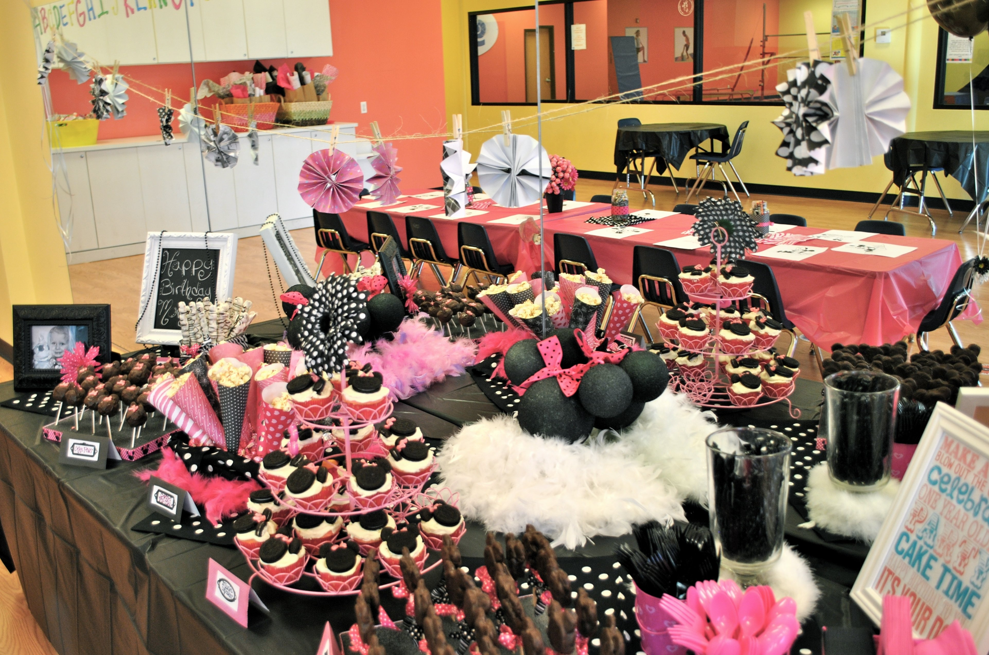 10 Trendy Minnie Mouse Table Decorations Ideas photo disney minnie mouse baby image 2020