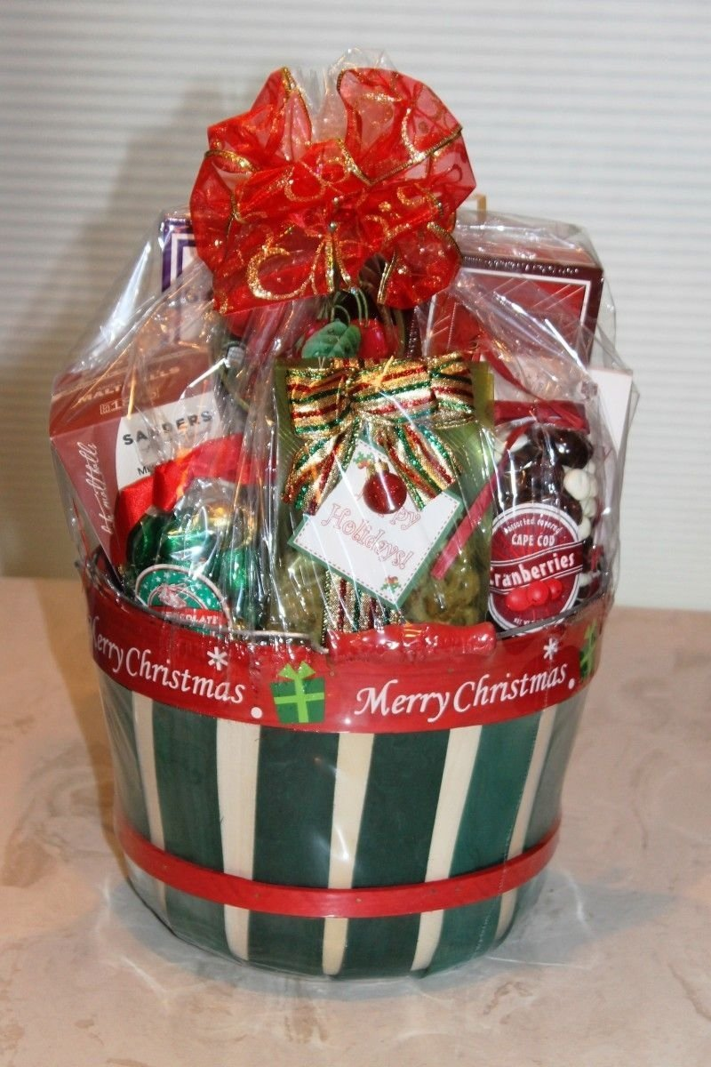 10 Lovable Homemade Christmas Gift Basket Ideas