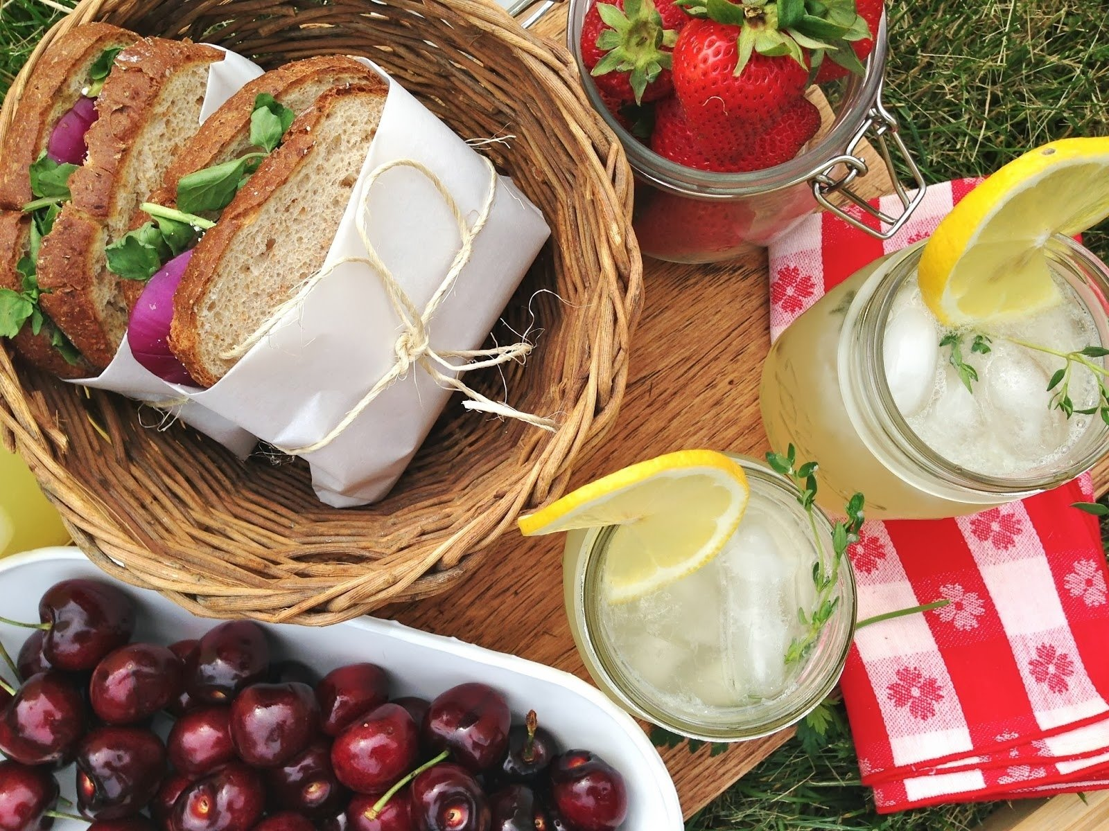10 Gorgeous Picnic Food Ideas For Two picnic date night e29da3 pinterest picnics picnic foods and food 2 2020