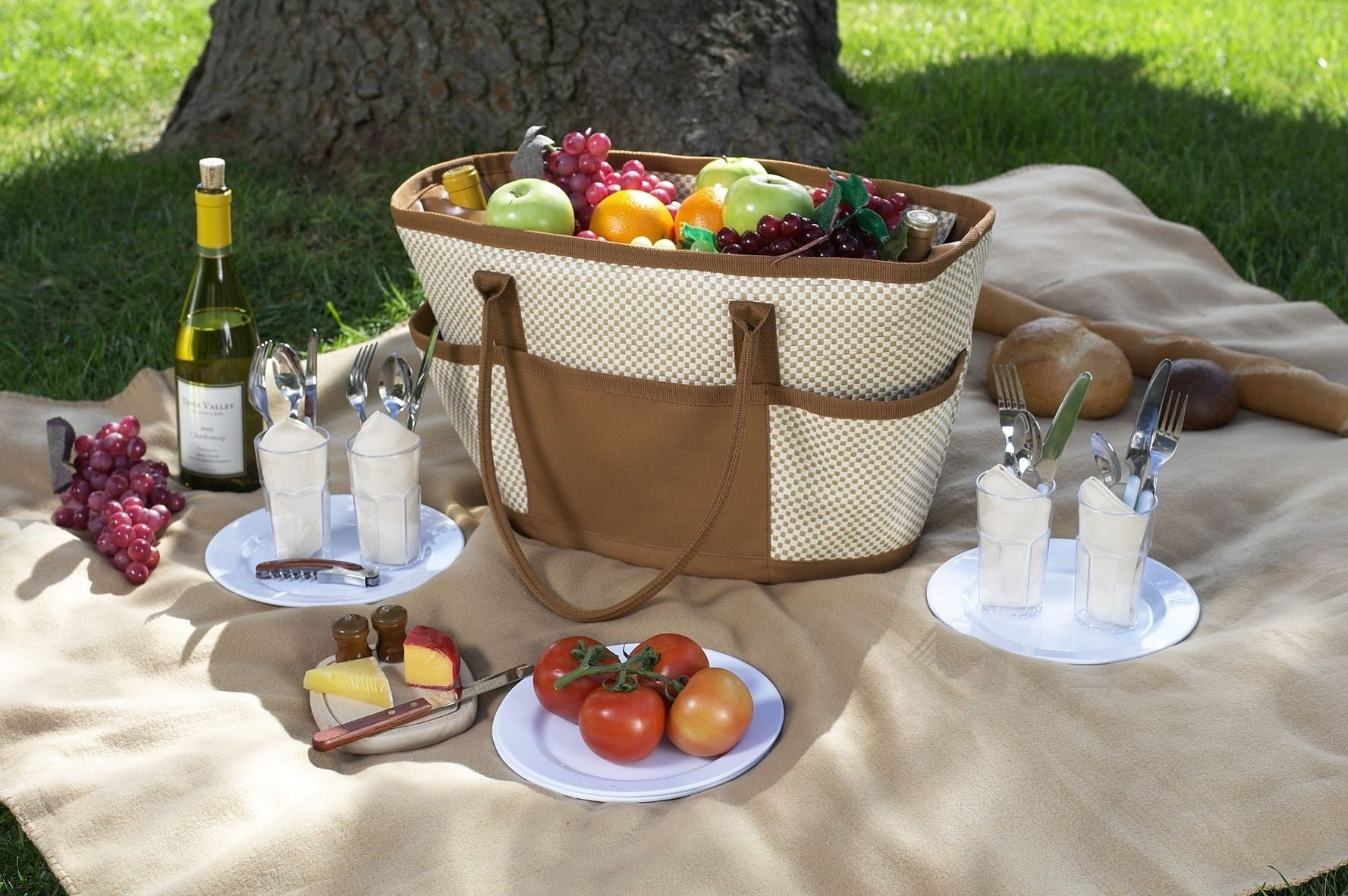 10 Unique Picnic Food Ideas For A Date picnic ideas for summer picnic lunches picnics and white wine