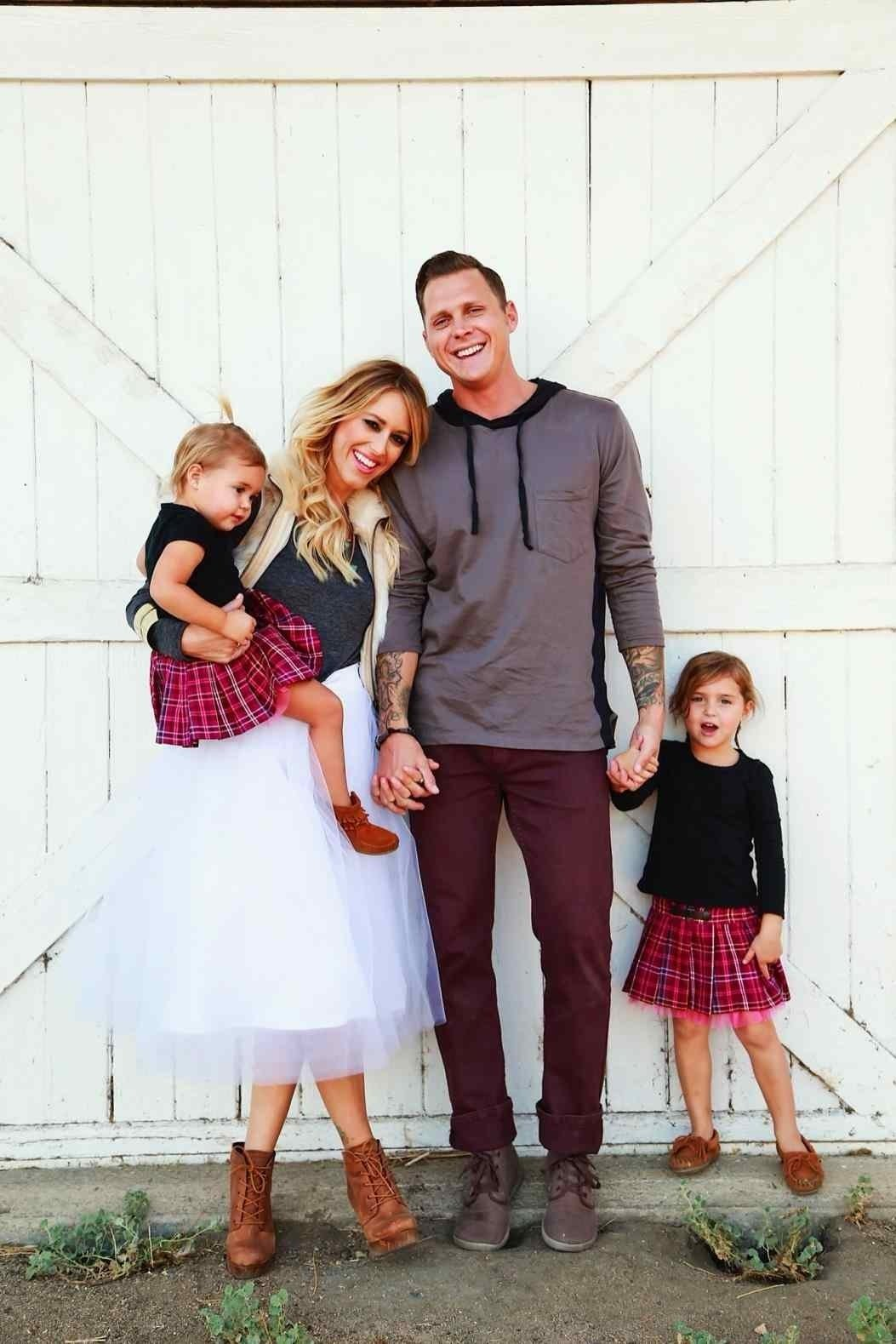 10 Awesome Outfit Ideas For Family Pictures picture outfit ideas chemineewebsite photo what to wear those photo 1