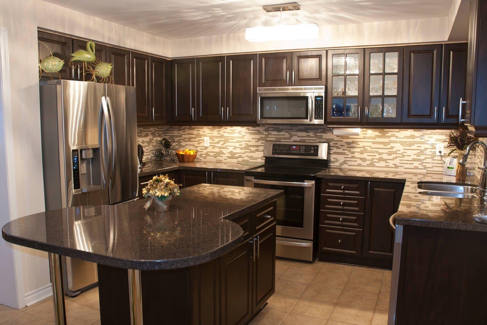pictures of kitchen backsplashes with dark cabinets • kitchen backsplash