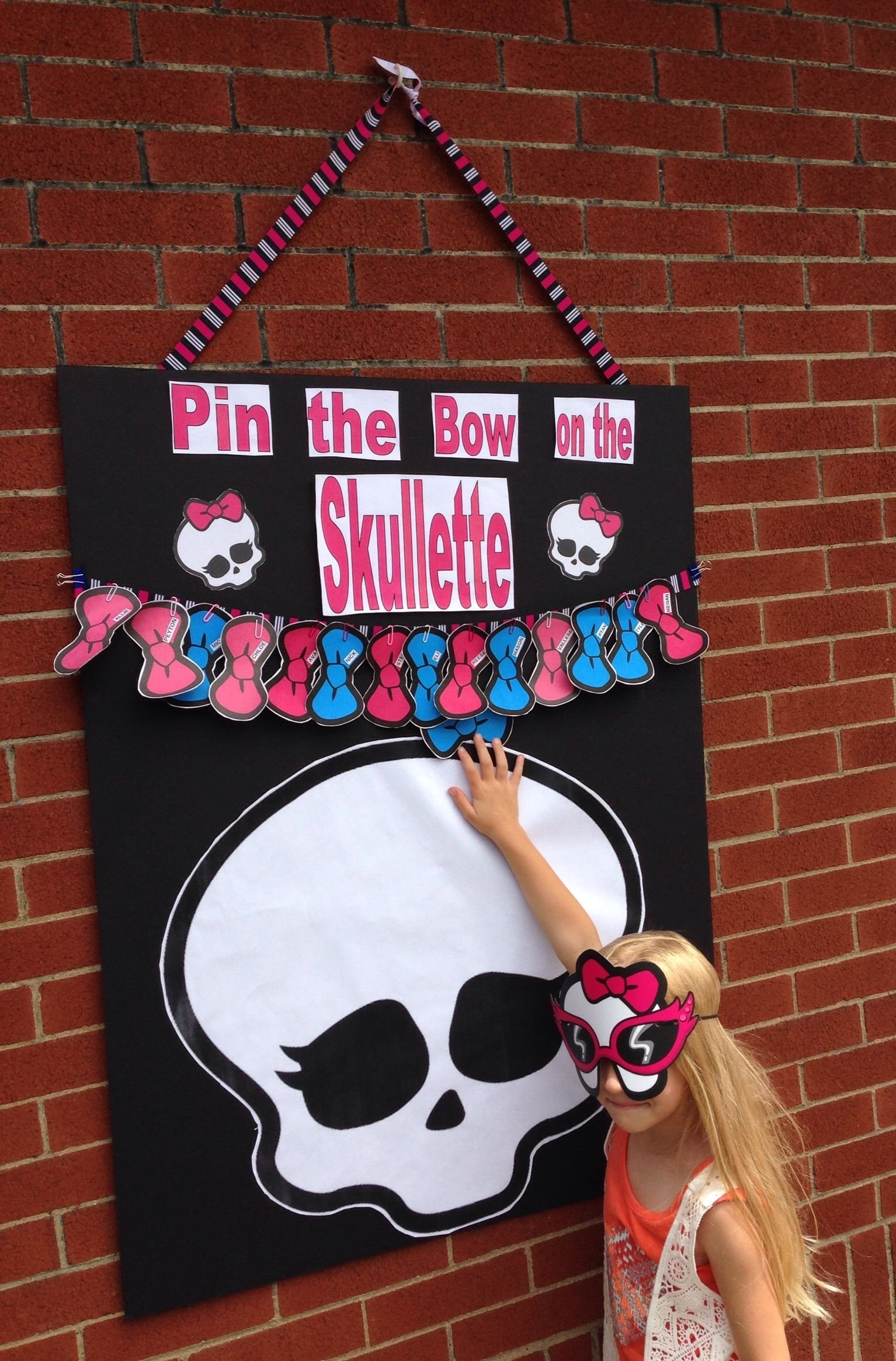 pin the bow on the skullette game for monster high party | monster