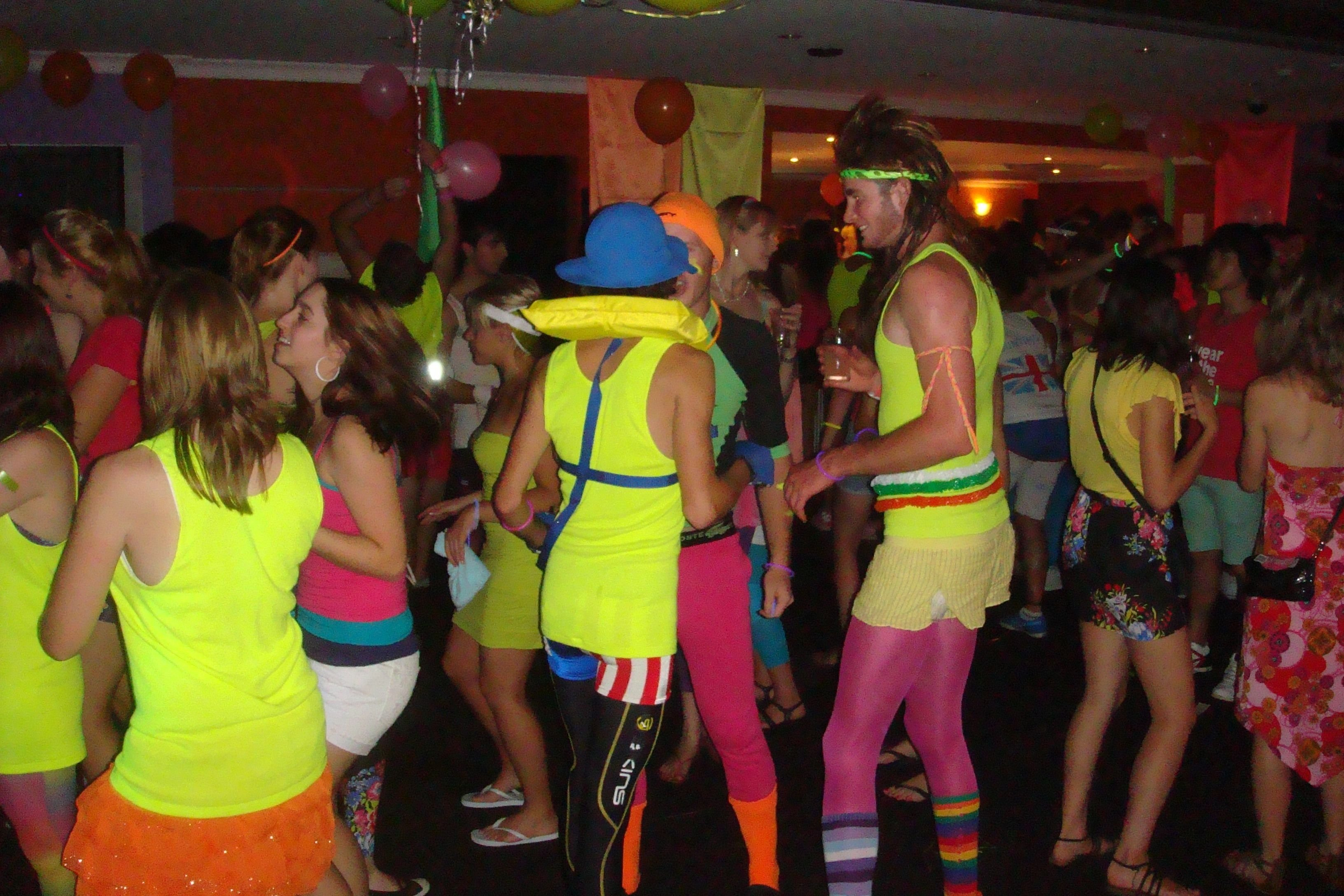 imágenes de fun party themes for college