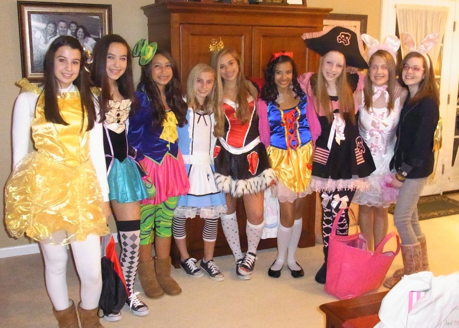 10 Pretty Group Costume Ideas For 6 pinflankkks on cool halloween outfits pinterest 3 2020