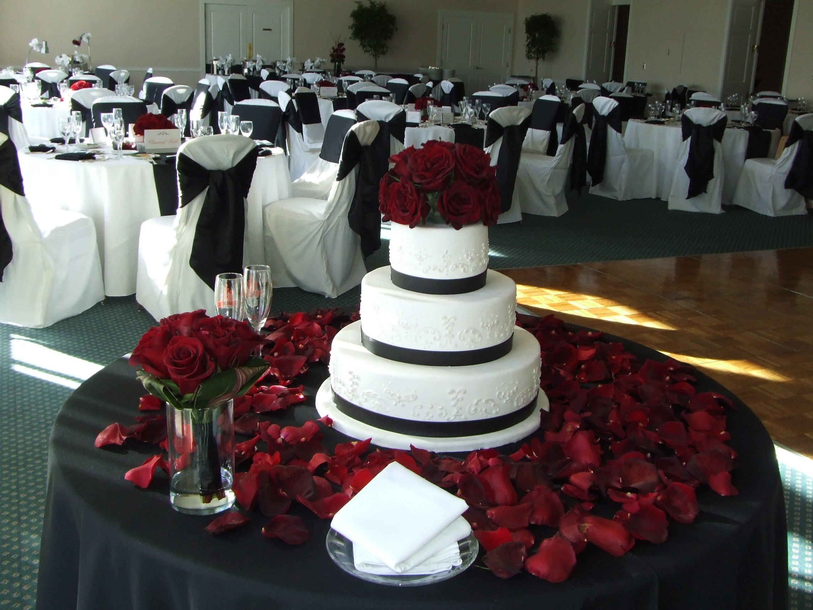 10 Elegant Red Black And White Wedding Reception Ideas