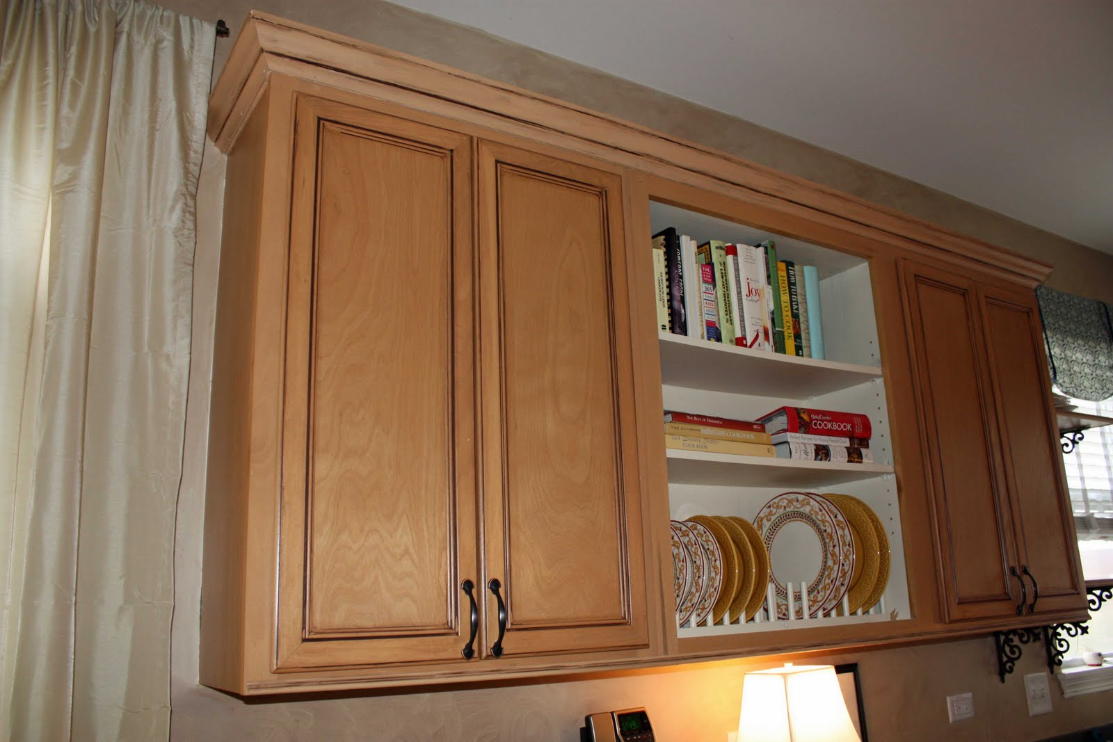 10 Unique Crown Molding Ideas For Kitchen putting crown molding on kitchen cabinets 2021