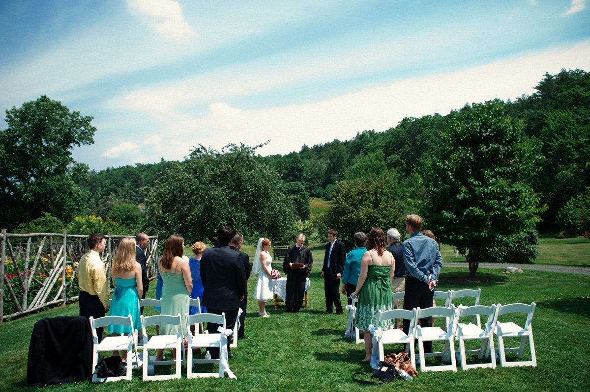 10 Attractive Ideas For A Small Wedding real weddings rebecca and daniels lovely lil wedding for under 2020
